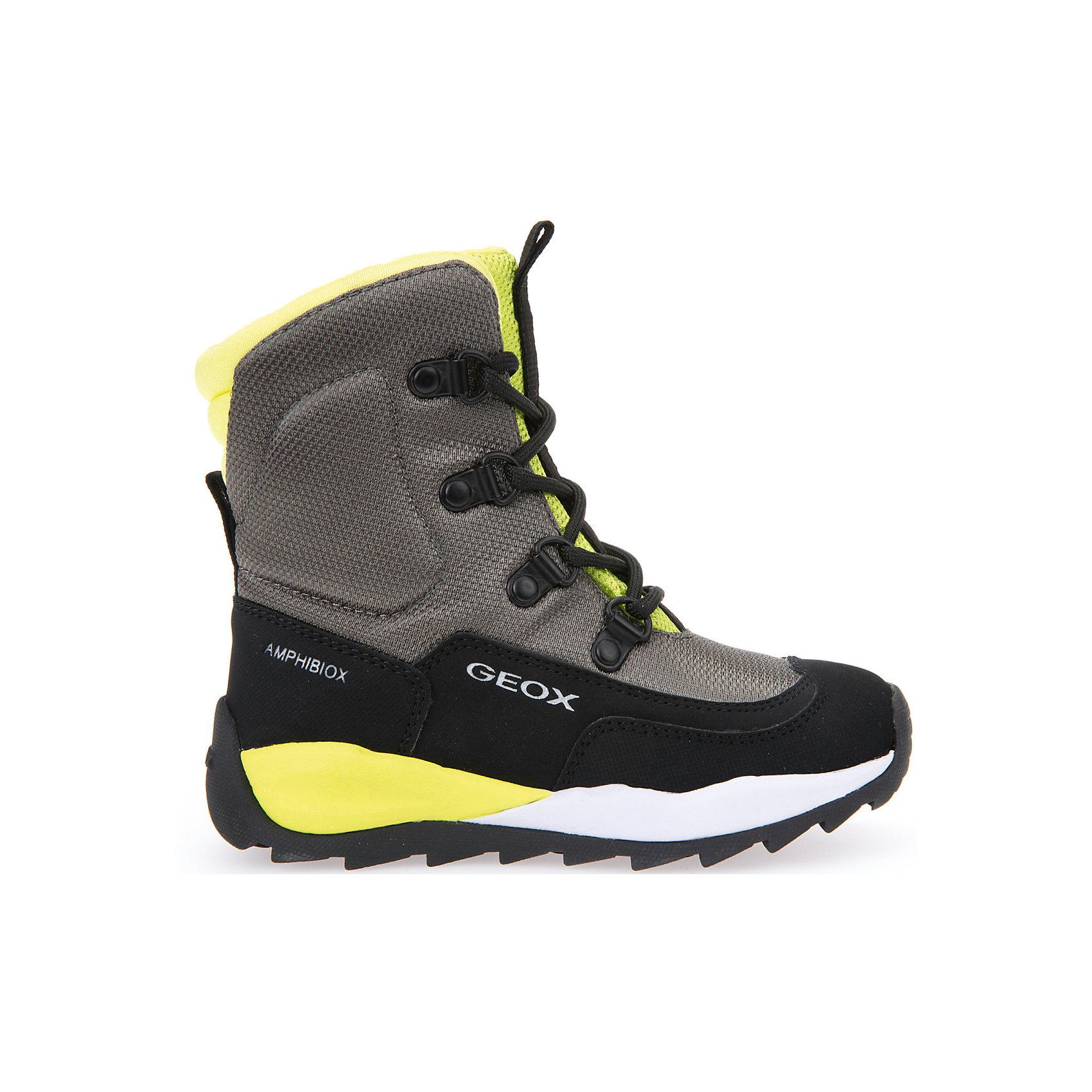 Полусапоги  GEOXПолусапоги GEOX (ГЕОКС)<br>Полусапоги от GEOX (ГЕОКС), выполненные из искусственного нубука и прочного текстиля, идеально подходят для холодной погоды. Плотная мягкая подкладка из искусственного меха согревает чувствительные детские ноги. Текстильная стелька улучшает тепловое сопротивление в холодных условиях, повышая температуру внутри обуви. Влага не застаивается в обуви, благодаря чему создается идеальный микроклимат, который держит ноги теплыми и сухими, и позволяет им дышать естественно. Колодка соответствует анатомическим особенностям строения детской стопы. Качественная амортизация снижает нагрузку на суставы. Запатентованная гибкая перфорированная подошва со специальной микропористой мембраной обеспечивает естественное дыхание обуви, не пропускает воду, не скользит. Модель имеет усиленный мыс и функциональную шнуровку.<br><br>Дополнительная информация:<br><br>- Сезон: зима<br>- Цвет: черный, серый, желтый<br>- Материал верха: искусственный нубук, текстиль<br>- Внутренний материал: искусственный мех<br>- Материал стельки: текстиль<br>- Материал подошвы: резина<br>- Тип застежки: шнуровка<br>- Высота голенища/задника: 11 см.<br>- Технология Amphibiox<br>- Материалы и продукция прошли специальную проверку T?V S?D, на отсутствие веществ, опасных для здоровья покупателей<br><br>Полусапоги GEOX (ГЕОКС) можно купить в нашем интернет-магазине.<br><br>Ширина мм: 257<br>Глубина мм: 180<br>Высота мм: 130<br>Вес г: 420<br>Цвет: разноцветный<br>Возраст от месяцев: 96<br>Возраст до месяцев: 108<br>Пол: Мужской<br>Возраст: Детский<br>Размер: 32,31,27,30,29,28,34,33<br>SKU: 4968278