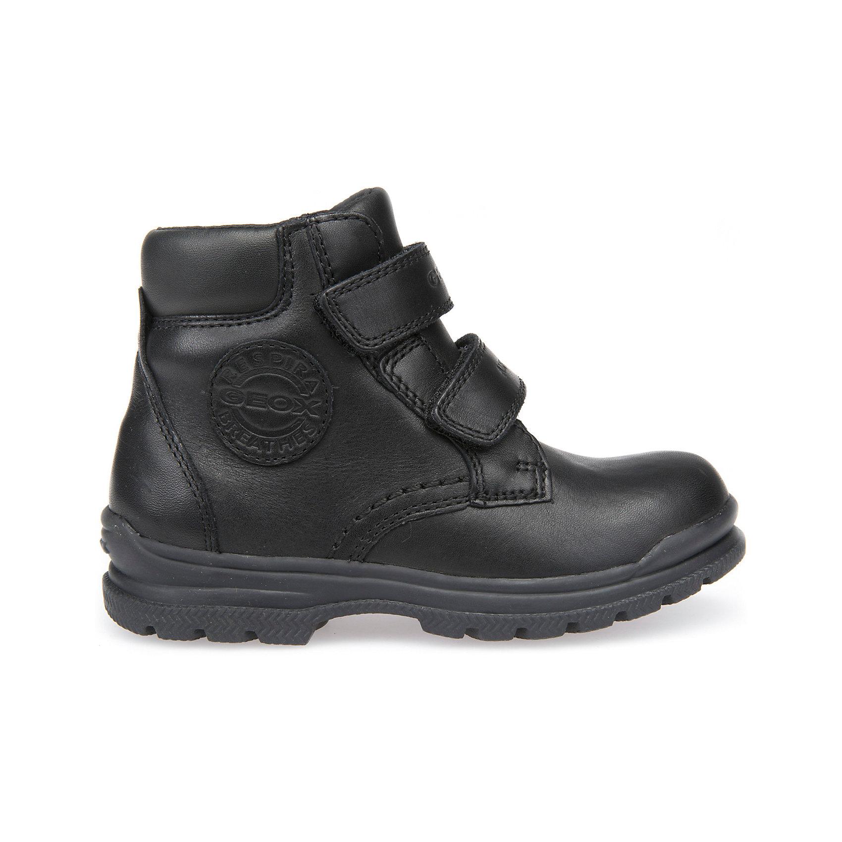 Ботинки для мальчика GeoxБотинки<br>Полусапоги GEOX (ГЕОКС)<br>Полусапоги для мальчика от GEOX (ГЕОКС) выполнены из натуральной кожи, внутренняя отделка и теплая стелька из текстиля. Влага не застаивается в обуви, благодаря чему создается идеальный микроклимат, который держит ноги теплыми и сухими и позволяет им дышать естественно. Застежки-липучки облегчают снимание и надевание обуви и надежно фиксируют ее на ногах. Колодка соответствует анатомическим особенностям строения детской стопы. Качественная амортизация снижает нагрузку на суставы. Запатентованная гибкая перфорированная подошва со специальной микропористой мембраной обеспечивает естественное дыхание обуви, не пропускает воду.<br><br>Дополнительная информация:<br><br>- Сезон: демисезон<br>- Цвет: черный<br>- Материал верха: натуральная кожа<br>- Внутренний материал: текстиль<br>- Материал стельки: текстиль<br>- Материал подошвы: резина<br>- Высота голенища/задника: 9,7 см.<br>- Тип застежки: липучки<br>- Технология Amphibiox<br>- Материалы и продукция прошли специальную проверку T?V S?D, на отсутствие веществ, опасных для здоровья покупателей<br><br>Полусапоги GEOX (ГЕОКС) можно купить в нашем интернет-магазине.<br><br>Ширина мм: 257<br>Глубина мм: 180<br>Высота мм: 130<br>Вес г: 420<br>Цвет: черный<br>Возраст от месяцев: 48<br>Возраст до месяцев: 60<br>Пол: Мужской<br>Возраст: Детский<br>Размер: 28,34,29,30,31,32,33<br>SKU: 4968319