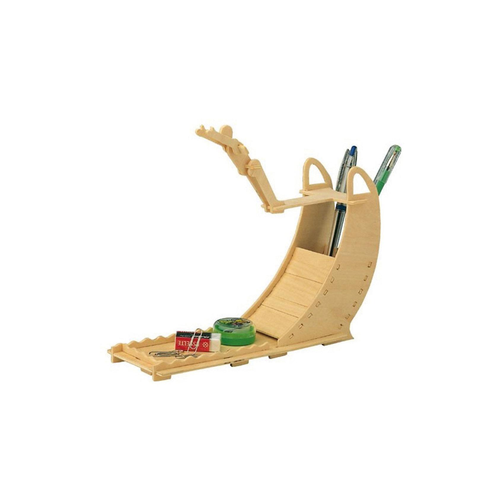 Ныряльщик, Мир деревянных игрушекДеревянные модели<br>Порадовать творческого ребенка или любителя спорта - легко! Закажите для него этот набор, из которого можно самому сделать красивую деревянную фигуру! Для этого нужно выдавить из пластины с деталями элементы для сборки и соединить их. Из наборов получаются красивые очень реалистичные игрушки, которые могут стать украшением комнаты, одновременно это - подставка под канцелярские принадлежности.<br>Собирая их, ребенок будет развивать пространственное мышление, память и мелкую моторику. А раскрашивая готовое произведение, дети научатся подбирать цвета и будут развивать художественные навыки. Этот набор произведен из качественных и безопасных для детей материалов - дерево тщательно обработано.<br><br>Дополнительная информация:<br><br>материал: дерево;<br>цвет: бежевый;<br>элементы: пластины с деталями для сборки, схема сборки, наждачная бумага;<br>размер упаковки: 23 х 18 см.<br><br>3D-пазл Ныряльщик от бренда Мир деревянных игрушек можно купить в нашем магазине.<br><br>Ширина мм: 225<br>Глубина мм: 30<br>Высота мм: 180<br>Вес г: 450<br>Возраст от месяцев: 36<br>Возраст до месяцев: 144<br>Пол: Мужской<br>Возраст: Детский<br>SKU: 4969242