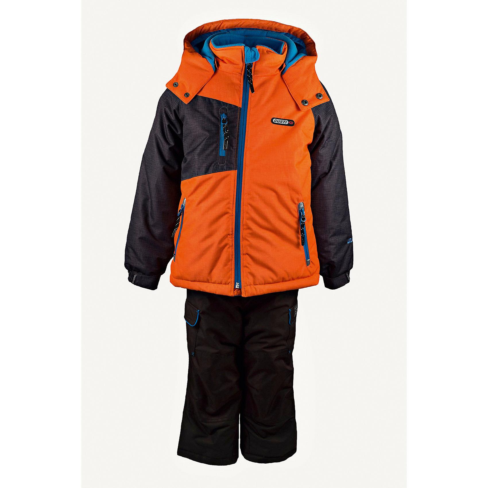 Комплект: куртка и полукомбинезон GUSTIКомплект: куртка и полукомбинезон GUSTI (ГУСТИ) – это идеальный вариант для суровой зимы с сильными морозами.<br><br>Температурный режим: до -30  градусов. Степень утепления – высокая. <br><br>* Температурный режим указан приблизительно — необходимо, прежде всего, ориентироваться на ощущения ребенка. Температурный режим работает в случае соблюдения правила многослойности – использования флисовой поддевы и термобелья.<br><br>Комплект от GUSTI (ГУСТИ) состоит из куртки и полукомбинезона прямого кроя, выполненных из плотного непромокаемого материала с защитной от влаги мембраной 5000 мм. Тань хорошо сохраняет тепло, отталкивает влагу и позволяет коже ребенка дышать. Утеплитель из тек-полифилла и флисовая внутренняя отделка на груди и на спинке дают возможность использовать комплект при очень низких температурах. Куртка застегивается на молнию, имеет три внутренних кармана на застежках-молниях, снегозащитную юбку, трикотажные манжеты в рукавах, отстёгивающийся прилегающий капюшон с флисовой подкладкой. Низ рукавов регулируется с помощью липучек. Полукомбинезон застегивается на молнию, имеет два накладных кармана с клапанами на липучках, регулируемые лямки, снегозащитные гетры. Длина брючин регулируется (отворот с креплением на липе). Сзади, на коленях, и по низу брючин имеется дополнительный слой ткани Cordura Oxford (сверхстойкий полиэстер). До размера 6х (120 см.) у полукомбинезона высокая грудка, в размерах 7 (122 см.) - 14 (164см) отстегивающаяся спинка, грудки нет. Модель подходит для прогулок на морозе до -30 градусов.<br><br>Дополнительная информация:<br><br>- Сезон: зима<br>- Пол: мальчик<br>- Цвет: оранжевый, серый<br>- Узор: однотонный<br>- Температурный режим до -30 градусов<br>- Материал верха: куртка - shuss 5000мм (100% полиэстер); брюки - taslan 5000мм, накладки Cordura Oxford сзади, на коленях, и по низу брючин<br>- Наполнитель: куртка - тек-полифилл плотностью 283 гр/м (10 унций) 100% полиэстер; брюки - тек-полифил