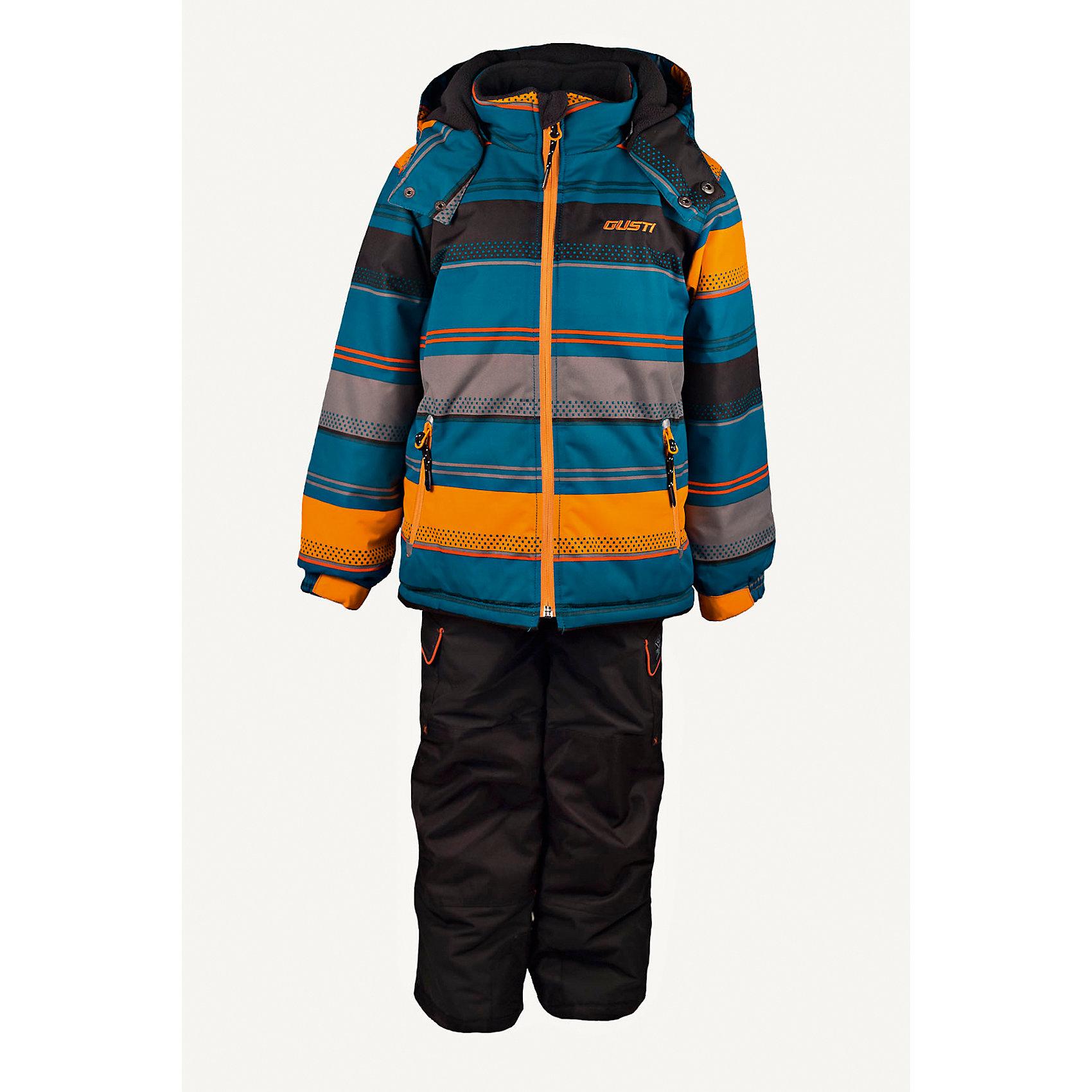 Комплект: куртка и полукомбинезон GUSTIВерхняя одежда<br>Комплект: куртка и полукомбинезон GUSTI (ГУСТИ) – это идеальный вариант для суровой зимы с сильными морозами.<br><br>Температурный режим: до -30  градусов. Степень утепления – высокая. <br><br>* Температурный режим указан приблизительно — необходимо, прежде всего, ориентироваться на ощущения ребенка. Температурный режим работает в случае соблюдения правила многослойности – использования флисовой поддевы и термобелья.<br><br>Комплект от GUSTI (ГУСТИ) состоит из куртки и полукомбинезона прямого кроя, выполненных из плотного непромокаемого материала с защитной от влаги мембраной 5000 мм. Тань хорошо сохраняет тепло, отталкивает влагу и позволяет коже ребенка дышать. Утеплитель из тек-полифилла и флисовая внутренняя отделка на груди и на спинке дают возможность использовать комплект при очень низких температурах. Куртка застегивается на молнию, имеет боковые карманы на застежках-молниях, снегозащитную юбку, трикотажные манжеты в рукавах, отстёгивающийся прилегающий капюшон с флисовой подкладкой. Низ рукавов регулируется с помощью липучек. Полукомбинезон застегивается на молнию, имеет два накладных кармана с клапанами на липучках, регулируемые лямки, снегозащитные гетры. Длина брючин регулируется (отворот с креплением на липе). Сзади, на коленях, и по низу брючин имеется дополнительный слой ткани Cordura Oxford (сверхстойкий полиэстер). До размера 6х (120 см.) у полукомбинезона высокая грудка, в размерах 7 (122 см.) - 14 (164см) отстегивающаяся спинка, грудки нет. Модель подходит для прогулок на морозе до -30 градусов.<br><br>Дополнительная информация:<br><br>- Сезон: зима<br>- Пол: мальчик<br>- Цвет: серый, синий, желтый, черный<br>- Узор: полоска<br>- Температурный режим до -30 градусов<br>- Материал верха: куртка - shuss 5000мм (100% полиэстер); брюки - taslan 5000мм, накладки Cordura Oxford сзади, на коленях, и по низу брючин<br>- Наполнитель: куртка - тек-полифилл плотностью 283 гр/м (10 унций) 100% полиэстер;