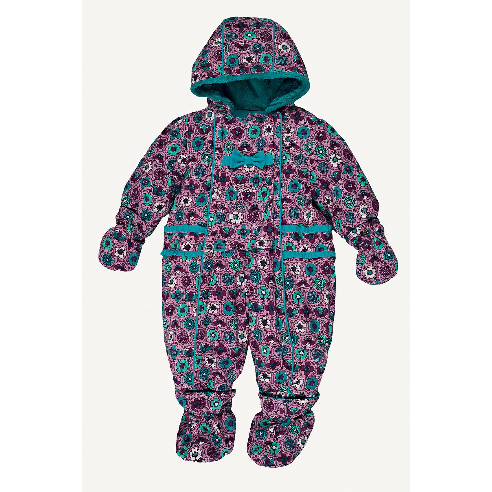 Комбинезон GUSTIВерхняя одежда<br>Комбинезон GUSTI (ГУСТИ) – это комфортный качественный комбинезон, который обеспечит надежную защиту Вашему малышу от холодов в зимний сезон.<br><br>Температурный режим: до -30  градусов. Степень утепления – высокая. <br><br>* Температурный режим указан приблизительно — необходимо, прежде всего, ориентироваться на ощущения ребенка. Температурный режим работает в случае соблюдения правила многослойности – использования флисовой поддевы и термобелья.<br><br>Зимний комбинезон для девочки от GUSTI (ГУСТИ) выполнен из плотного непромокаемого материала с защитной от влаги мембраной 5000 мм. Тань хорошо сохраняет тепло, отталкивает влагу и позволяет коже ребенка дышать. Утеплитель из тек-полифилла и флисовая внутренняя отделка дают возможность использовать комбинезон при очень низких температурах. Наличие двух молний облегчает одевание и раздевание ребенка. Несъемный капюшон изнутри отделан искусственным мехом. В комплекте отстегивающиеся варежки и пинетки. Особую нарядность комбинезону придают использованные в дизайне бантики и рюши. Цельный зимний комбинезон от GUSTI (ГУСТИ) не ограничивает движений и идеально защищает от ветра, холода и низких температур. Модель подходит для прогулок на морозе до -30 градусов.<br><br>Дополнительная информация:<br><br>- Сезон: зима<br>- Температурный режим до -30 градусов<br>- Основной цвет: фиолетовый<br>- Материал верха: shuss 5000мм (100% полиэстер)<br>- Наполнитель: тек-полифилл плотностью 283 гр/м (10 унций) 100% полиэстер<br>- Подкладка: флис (100% полиэстер)<br>- 2 молнии и фурнитура YKK<br>- Светоотражающие элементы 3М Scotchlite<br>- Пинетки и рукавички отстегиваются<br>- Уход: машинная стирка, легкие загрязнения можно смыть губкой без стирки<br><br>Комбинезон GUSTI (ГУСТИ) можно купить в нашем интернет-магазине.<br><br>Ширина мм: 356<br>Глубина мм: 10<br>Высота мм: 245<br>Вес г: 519<br>Цвет: фиолетовый<br>Возраст от месяцев: 12<br>Возраст до месяцев: 24<br>Пол: Женский<br>Возраст: Детский<br>Ра
