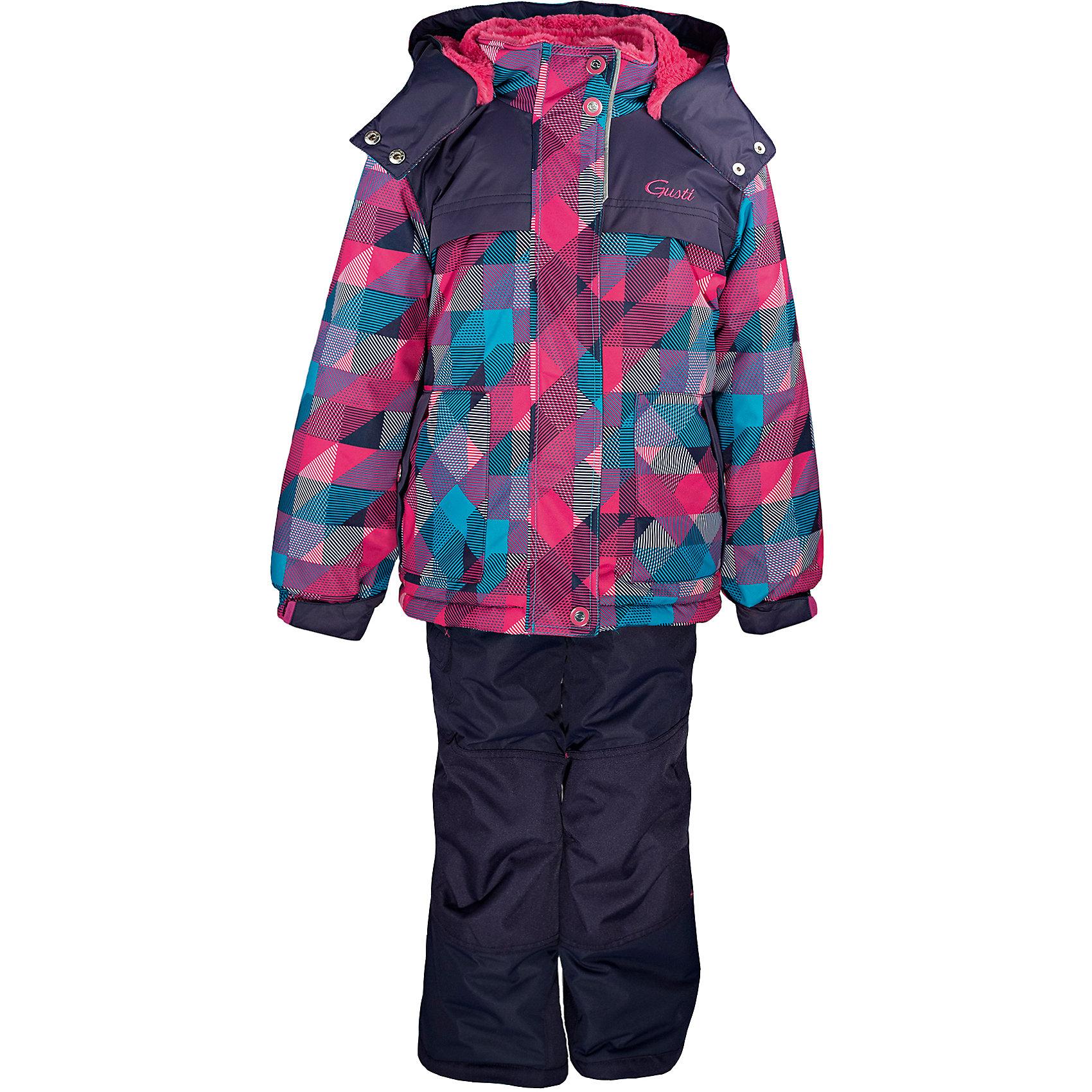 Комплект: куртка и полукомбинезон GUSTIВерхняя одежда<br>Комплект: куртка и полукомбинезон GUSTI (ГУСТИ) – это идеальный вариант для суровой зимы с сильными морозами.<br><br>Температурный режим: до -30  градусов. Степень утепления – высокая. <br><br>* Температурный режим указан приблизительно — необходимо, прежде всего, ориентироваться на ощущения ребенка. Температурный режим работает в случае соблюдения правила многослойности – использования флисовой поддевы и термобелья.<br><br>Комплект от GUSTI (ГУСТИ) состоит из куртки и полукомбинезона, выполненных из плотного непромокаемого материала с защитной от влаги мембраной 5000 мм. Тань хорошо сохраняет тепло, отталкивает влагу и позволяет коже ребенка дышать. Утеплитель из тек-полифилла и флисовая внутренняя отделка на груди и на спинке дают возможность использовать комплект при очень низких температурах. Куртка застегивается на молнию с ветрозащитной планкой, имеет два кармана, высокий ворот с защитой подбородка, снегозащитную юбку, трикотажные манжеты в рукавах, отстёгивающийся капюшон с подкладкой из искусственного меха. Полукомбинезон застегивается на молнию, имеет накладной карман с клапаном на липучке, регулируемые лямки, снегозащитные гетры. Длина брючин регулируется (отворот с креплением на липе). Сзади, на коленях, и по низу брючин имеется дополнительный слой ткани Cordura Oxford (сверхстойкий полиэстер). До размера 6х (120 см.) у полукомбинезона высокая грудка, в размерах 7 (122 см.) - 14 (164см) отстегивающаяся спинка, грудки нет. Модель подходит для прогулок на морозе до -30 градусов.<br><br>Дополнительная информация:<br><br>- Сезон: зима<br>- Пол: девочка<br>- Температурный режим до -30 градусов<br>- Материал верха: куртка - shuss 5000мм (100% полиэстер); брюки - taslan 5000мм, накладки Cordura Oxford сзади, на коленях, и по низу брючин<br>- Наполнитель: куртка - тек-полифилл плотностью 283 гр/м (10 унций) 100% полиэстер; брюки - тек-полифилл плотностью 170 гр/м (6 унций) 100% полиэстер<br>- Подкладка: кур