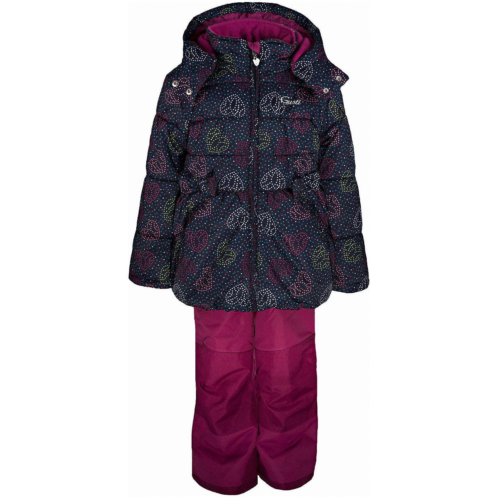 Комплект: куртка и полукомбинезон GUSTIВерхняя одежда<br>Комплект: куртка и полукомбинезон GUSTI (ГУСТИ) – это идеальный вариант для суровой зимы с сильными морозами.<br><br>Температурный режим: до -30  градусов. Степень утепления – высокая. <br><br>* Температурный режим указан приблизительно — необходимо, прежде всего, ориентироваться на ощущения ребенка. Температурный режим работает в случае соблюдения правила многослойности – использования флисовой поддевы и термобелья.<br><br>Комплект от GUSTI (ГУСТИ) состоит из куртки и полукомбинезона, выполненных из плотного непромокаемого материала с защитной от влаги мембраной 5000 мм. Тань хорошо сохраняет тепло, отталкивает влагу и позволяет коже ребенка дышать. Утеплитель из тек-полифилла и флисовая внутренняя отделка на груди и на спинке дают возможность использовать комплект при очень низких температурах. Куртка застегивается на молнию с ветрозащитной планкой, имеет два боковых кармана, снегозащитную юбку, эластичную утяжку на талии, трикотажные манжеты в рукавах, высокий ворот с защитой подбородка, отстёгивающийся капюшон с флисовой подкладкой. Полукомбинезон застегивается на молнию, имеет накладной карман с клапаном на липучке, регулируемые лямки, снегозащитные гетры. Длина брючин регулируется (отворот с креплением на липе). Сзади, на коленях, и по низу брючин имеется дополнительный слой ткани Cordura Oxford (сверхстойкий полиэстер). До размера 6х (120 см.) у полукомбинезона высокая грудка, в размерах 7 (122 см.) - 14 (164см) отстегивающаяся спинка, грудки нет. Модель подходит для прогулок на морозе до -30 градусов.<br><br>Дополнительная информация:<br><br>- Сезон: зима<br>- Пол: девочка<br>- Цвет: черный, фиолетовый<br>- Температурный режим до -30 градусов<br>- Материал верха: куртка - shuss 5000мм (100% полиэстер); брюки - taslan 5000мм, накладки Cordura Oxford сзади, на коленях, и по низу брючин<br>- Наполнитель: куртка - тек-полифилл плотностью 283 гр/м (10 унций) 100% полиэстер; брюки - тек-полифилл плотностью 1