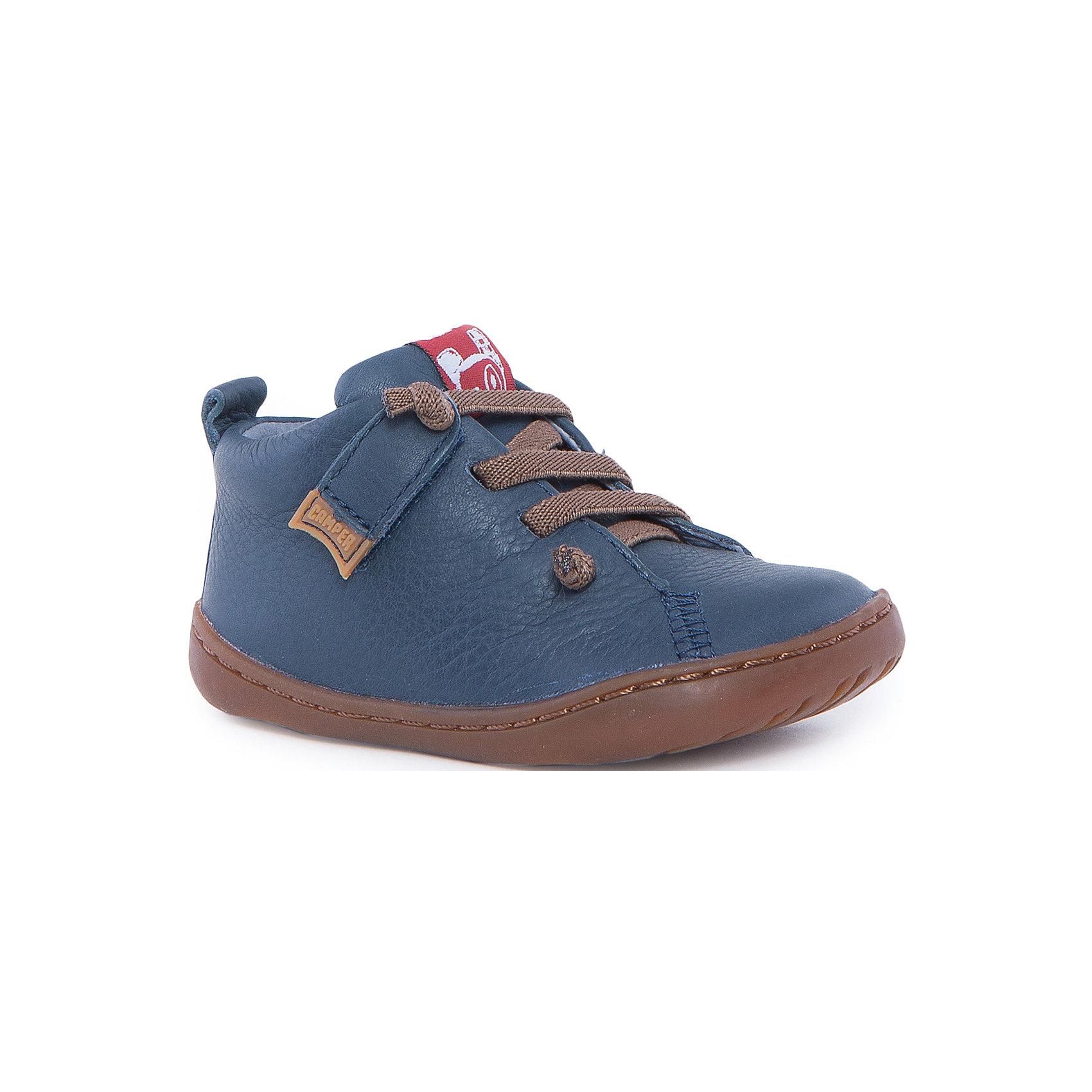 Ботинки для мальчика CamperХарактеристики:<br><br>• Предназначение: повседневная обувь<br>• Сезон: демисезонные<br>• Пол: для мальчика<br>• Цвет: синий, коричневый<br>• Материал верха и стельки: натуральная кожа<br>• Материал подошвы: резина<br>• Тип каблука и подошвы: плоская<br>• Тип застежки: на шнурках<br>• Уход: удаление загрязнений мягкой тканью<br><br>Полуботинки для мальчика Camper изготовлены испанским торговым брендом, специализирующимся на производстве обуви премиум-класса. Детская обувь Camper учитывает анатомические особенности детской растущей ноги, поэтому она изготавливается исключительно из натуральной кожи. Все элементы полуботинок прошиты зигзагообразной строчкой,  что придает обуви повышенную износоустойчивость. Также прошита подошва. Полуботинки имеют классическую форму и дизайн: выполнены в синем цвете, яркий элемент полуботинок: контрастирующие с основным цветом шнурки.<br><br>Полуботинки для мальчика Camper можно купить в нашем интернет-магазине.<br><br>Ширина мм: 262<br>Глубина мм: 176<br>Высота мм: 97<br>Вес г: 427<br>Цвет: синий<br>Возраст от месяцев: 18<br>Возраст до месяцев: 21<br>Пол: Мужской<br>Возраст: Детский<br>Размер: 23,21,22,25,24<br>SKU: 4974842