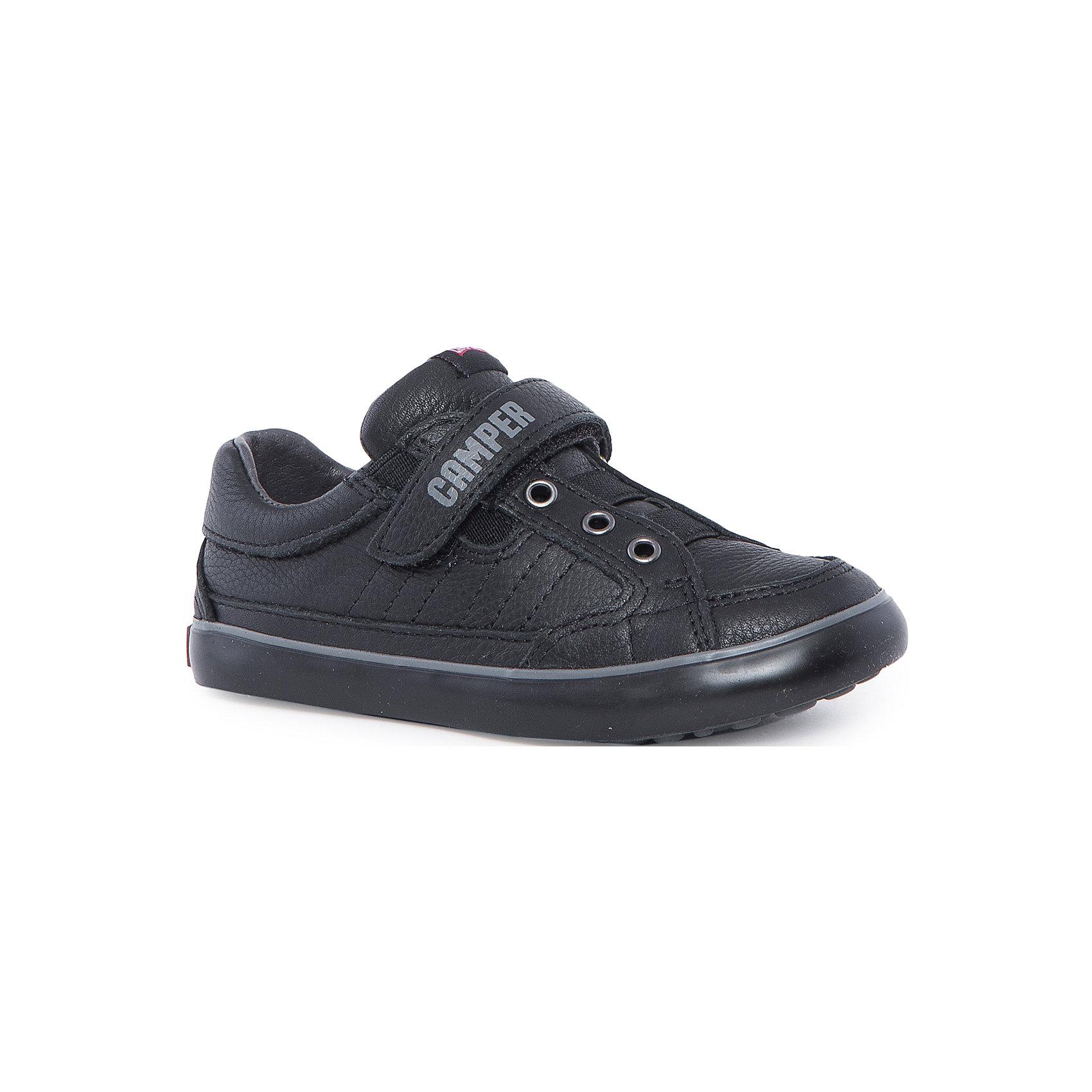 Полуботинки для мальчика CamperБотинки<br>Характеристики:<br><br>• Предназначение: повседневная обувь<br>• Сезон: демисезонные<br>• Пол: для мальчика<br>• Цвет: черный, серый<br>• Материал верха и стельки: натуральная кожа<br>• Материал подошвы: резина<br>• Тип каблука и подошвы: плоская<br>• Тип застежки: липучки, шнурки<br>• Уход: удаление загрязнений мягкой тканью<br><br>Полуботинки для мальчика Camper изготовлены испанским торговым брендом, специализирующимся на производстве обуви премиум-класса. Детская обувь Camper учитывает анатомические особенности детской растущей ноги, поэтому она изготавливается исключительно из натуральной кожи. Сникеры выполнены из гладкой кожи, все элементы верха прошиты, для защиты от натирания предусмотрена мягкая пятка. Полуботинки выполнены в классическом спортивном стиле, на подошве и ремешке-липучке имеется брендовая надпись.<br><br>Полуботинки для мальчика Camper можно купить в нашем интернет-магазине.<br><br>Ширина мм: 262<br>Глубина мм: 176<br>Высота мм: 97<br>Вес г: 427<br>Цвет: черный<br>Возраст от месяцев: 60<br>Возраст до месяцев: 72<br>Пол: Мужской<br>Возраст: Детский<br>Размер: 29,30,37,34,38,33,32,31,36,35,26,28,27,25<br>SKU: 4974848