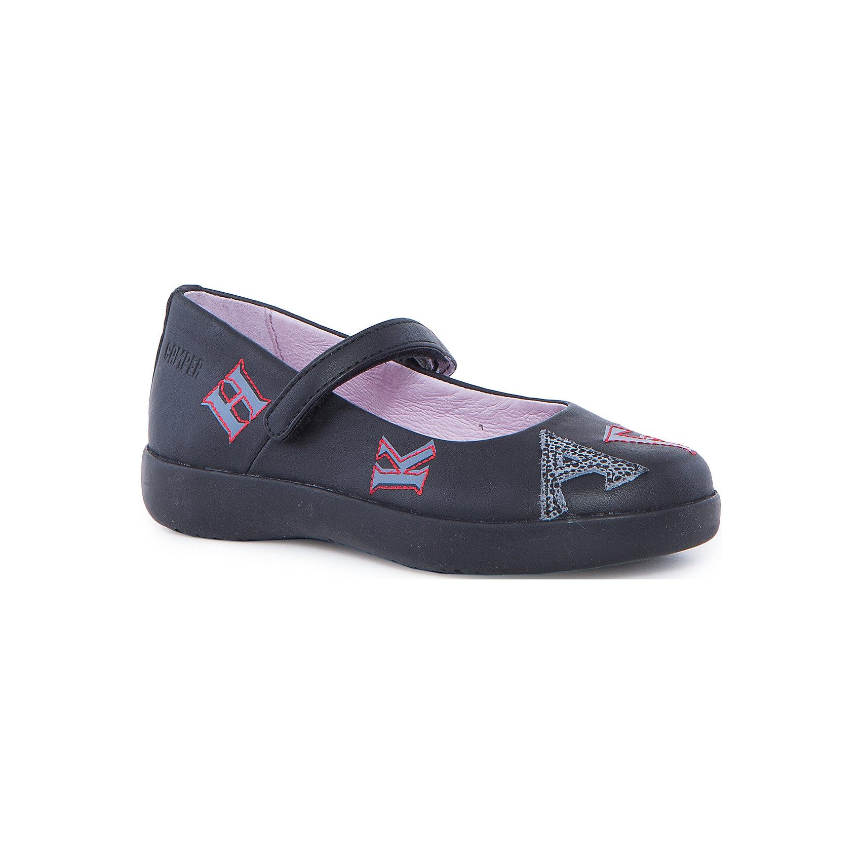 Туфли для девочки CamperТуфли<br>Характеристики:<br><br>• Предназначение: повседневная обувь<br>• Сезон: лето, демисезонные<br>• Пол: для девочки<br>• Цвет: черный, серый, красный<br>• Материал верха и стельки: натуральная кожа<br>• Материал подошвы: резина<br>• Тип каблука и подошвы: платформа<br>• Тип застежки: ремешки-липучки<br>• Уход: удаление загрязнений мягкой тканью<br><br>Туфли для девочки Camper изготовлены испанским торговым брендом, специализирующимся на производстве обуви премиум-класса. Детская обувь Camper учитывает анатомические особенности детской растущей ноги, поэтому она изготавливается исключительно из натуральной кожи. Туфли выполнены из гладкой кожи без рисунка, имеется ортопедическая стелька, для защиты от натирания предусмотрена мягкая пятка. Линейка обуви Spiral comet от Camper отличается легкостью, гибкостью и износоустойчивостью. Туфли для девочки выполнены в классическом стиле, оформлены яркими элементами дизайна – наклейками и аппликациями из букв, контуры которых вышиты яркими нитками, на ремешке и пятке имеется брендовая надпись.  <br><br>Туфли для девочки Camper можно купить в нашем интернет-магазине.<br><br>Ширина мм: 227<br>Глубина мм: 145<br>Высота мм: 124<br>Вес г: 325<br>Цвет: черный<br>Возраст от месяцев: 120<br>Возраст до месяцев: 132<br>Пол: Женский<br>Возраст: Детский<br>Размер: 34,31,30,32,35,28,33,29<br>SKU: 4974891