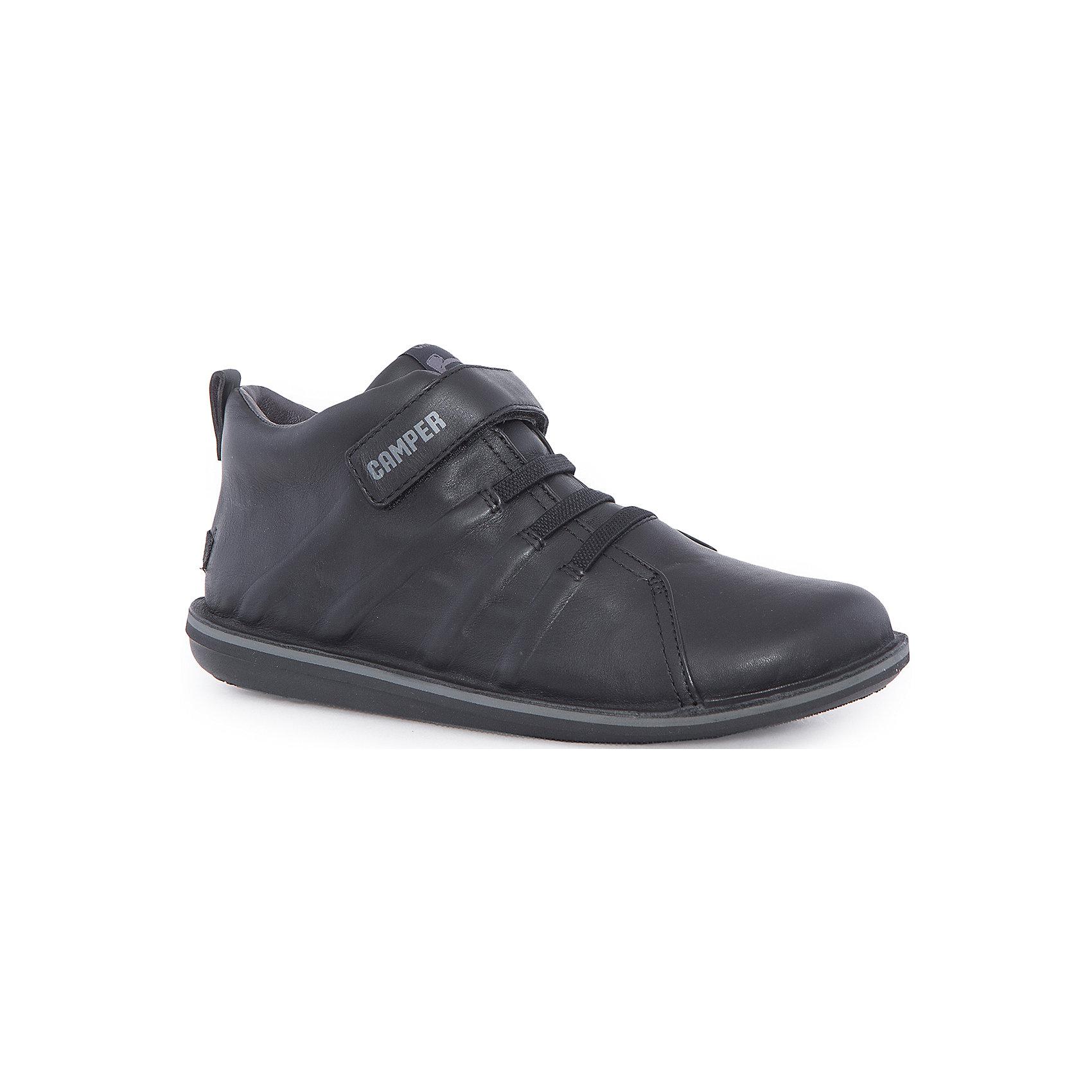 Ботинки для мальчика CamperБотинки<br>Характеристики:<br><br>• Предназначение: повседневная обувь<br>• Сезон: демисезонные<br>• Пол: для мальчика<br>• Цвет: черный, серый<br>• Материал верха и стельки: натуральная кожа<br>• Материал подошвы: резина<br>• Тип каблука и подошвы: плоская<br>• Тип застежки: ремешки-липучки<br>• Уход: удаление загрязнений мягкой тканью<br><br>Ботинки для мальчика Camper изготовлены испанским торговым брендом, специализирующимся на производстве обуви премиум-класса. Детская обувь Camper учитывает анатомические особенности детской растущей ноги, поэтому она изготавливается исключительно из натуральной кожи. Ботинки выполнены из гладкой кожи, все элементы верха прошиты, имеется ортопедическая стелька, для защиты от натирания предусмотрена мягкая пятка. Эта модель битинок выполнена с повышенными влагостойкими свойствами, поэтому подойдет для прогулок в дождливое время года. Обувь представляет собой детскую версию модели Beetle со всеми атрибутами брендового дизайна. <br><br>Ботинки для мальчика Camper можно купить в нашем интернет-магазине.<br><br>Ширина мм: 262<br>Глубина мм: 176<br>Высота мм: 97<br>Вес г: 427<br>Цвет: черный<br>Возраст от месяцев: 156<br>Возраст до месяцев: 1188<br>Пол: Мужской<br>Возраст: Детский<br>Размер: 38,26,37,32,30,31,29,27,36,35,25,33,34,28<br>SKU: 4974919
