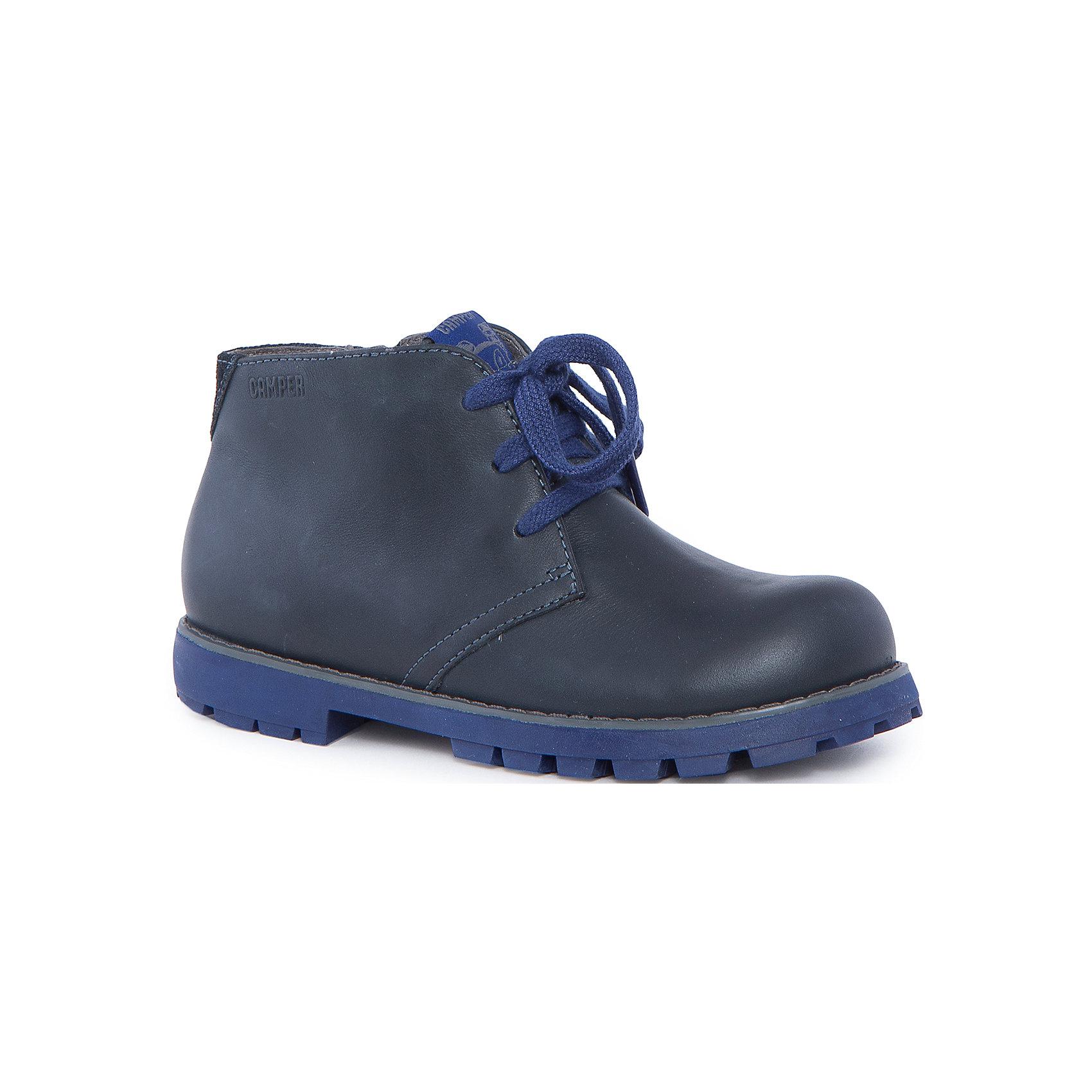 Ботинки для мальчика CamperБотинки<br>Характеристики:<br><br>• Предназначение: повседневная обувь<br>• Сезон: демисезонные<br>• Пол: для мальчика<br>• Цвет: синий, серый<br>• Материал верха и стельки: натуральная кожа<br>• Материал подошвы: резина<br>• Тип каблука и подошвы: каблук венский, рифленая подошва<br>• Тип застежки: шнурки, замок-молния боковая<br>• Уход: удаление загрязнений мягкой тканью<br><br>Ботинки для мальчика Camper изготовлены испанским торговым брендом, специализирующимся на производстве обуви премиум-класса. Детская обувь Camper учитывает анатомические особенности детской растущей ноги, поэтому она изготавливается исключительно из натуральной кожи. Ботинки выполнены из гладкой кожи, все элементы верха прошиты, имеется ортопедическая стелька. Эта модель ботинок выполнена с повышенными влагостойкими и антискользящими свойствами. Ботинки выполнены в дизайне детской линии от Camper – Compas, которая отличается классическим стилем и яркими атрибутами, высокой прочностью, износостойкостью и при этом легким весом и гибкостью. <br><br>Ботинки для мальчика Camper можно купить в нашем интернет-магазине.<br><br>Ширина мм: 262<br>Глубина мм: 176<br>Высота мм: 97<br>Вес г: 427<br>Цвет: серый<br>Возраст от месяцев: 156<br>Возраст до месяцев: 1188<br>Пол: Мужской<br>Возраст: Детский<br>Размер: 37,34,32,31,33,35,36,38<br>SKU: 4974943