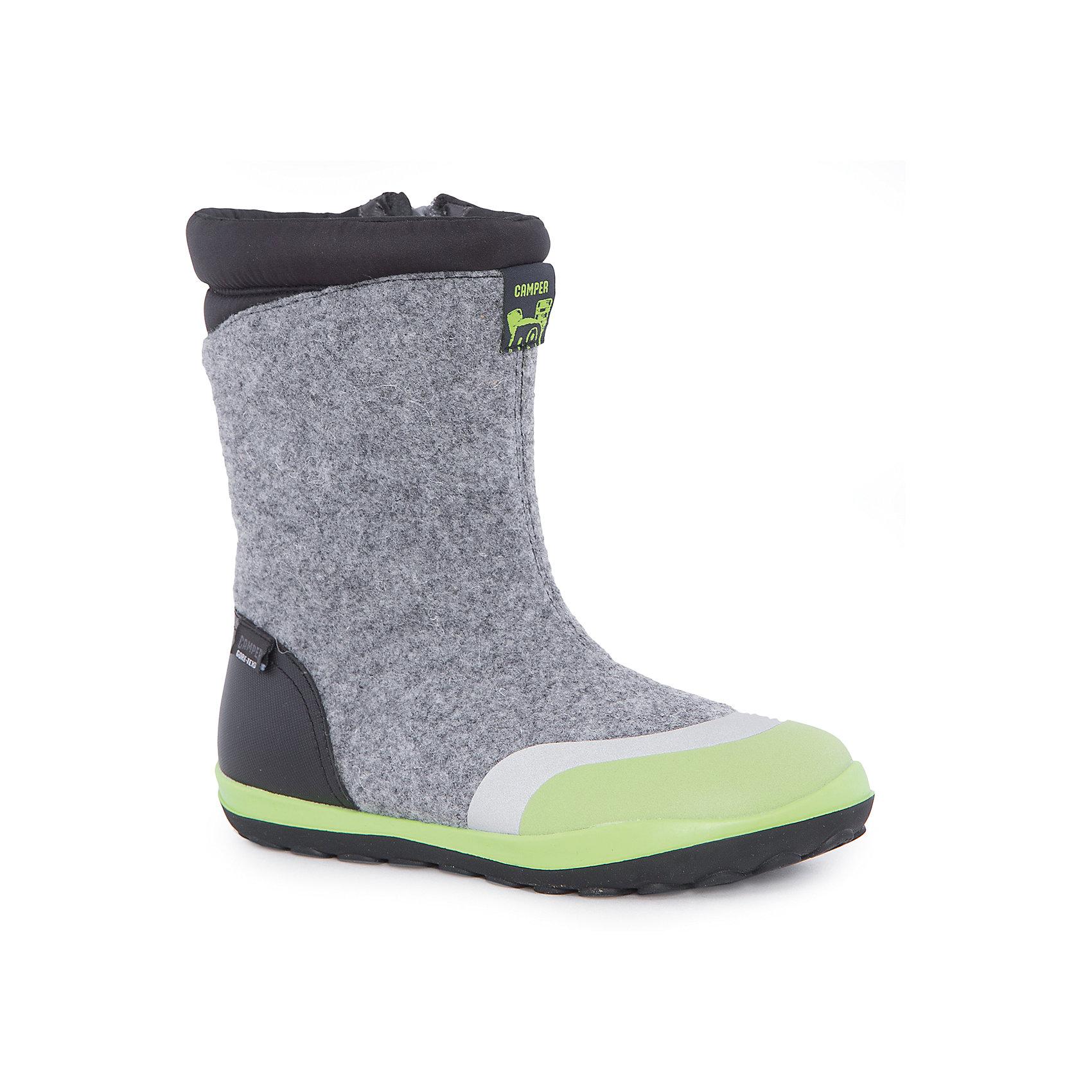 Валенки  CamperВаленки<br>Характеристики:<br><br>• Предназначение: повседневная обувь<br>• Сезон: зима<br>• Пол: универсальный<br>• Цвет: серый, черный, салатовый<br>• Материал верха и стельки: кожа, войлок<br>• Материал подошвы: резина<br>• Тип каблука и подошвы: плоская<br>• Тип застежки: молния боковая<br>• Уход: удаление загрязнений мягкой тканью или щеткой для обуви<br><br>Сапоги Camper изготовлены испанским торговым брендом, специализирующимся на производстве обуви премиум-класса. Детская обувь Camper учитывает анатомические особенности детской растущей ноги, поэтому при ее изготовливлениииспользуются материалы самого высокого качества. Сапоги выполнены из сочетания кожи и войлока, все элементы верха прошиты. Эта модель обуви выполнена с повышенным внутренним утеплением. Сапоги классического стиля представлены в ярком дизайне. Обувь отличается высокой прочностью, износостойкостью, но при этом легким весом и гибкостью. <br><br>Сапоги Camper можно купить в нашем интернет-магазине.<br><br>Ширина мм: 257<br>Глубина мм: 180<br>Высота мм: 130<br>Вес г: 420<br>Цвет: разноцветный<br>Возраст от месяцев: 84<br>Возраст до месяцев: 96<br>Пол: Унисекс<br>Возраст: Детский<br>Размер: 31,33,35,37,34,36,38,32<br>SKU: 4974973