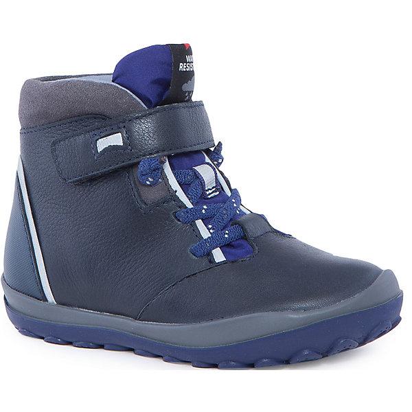 Ботинки для мальчика CamperБотинки<br>Характеристики:<br><br>• Предназначение: повседневная обувь<br>• Сезон: демисезонные<br>• Пол: для мальчика<br>• Цвет: черный, синий, серый<br>• Материал верха и стельки: натуральная кожа, текстиль, замша<br>• Материал подошвы: резина<br>• Тип каблука и подошвы: рифленая подошва<br>• Тип застежки: шнурки, ремешки-липучки<br>• Уход: удаление загрязнений мягкой тканью<br><br>Ботинки для мальчика Camper изготовлены испанским торговым брендом, специализирующимся на производстве обуви премиум-класса. Детская обувь Camper учитывает анатомические особенности детской растущей ноги, поэтому она изготавливается исключительно из натуральной кожи. Ботинки выполнены из сочетания гладкой кожи и замши, все элементы верха прошиты, имеется ортопедическая стелька. Эта модель ботинок выполнена с повышенными влагостойкими и антискользящими свойствами, имеет дополнительное утепление. Ботинки выполнены в дизайне детской линии от Camper – Peu Pista, которая отличается спортивным дизайном и яркими элементами, анатомической формой и повышенными комфортными свойствами. <br><br>Ботинки для мальчика Camper можно купить в нашем интернет-магазине.<br><br>Ширина мм: 262<br>Глубина мм: 176<br>Высота мм: 97<br>Вес г: 427<br>Цвет: синий<br>Возраст от месяцев: 72<br>Возраст до месяцев: 84<br>Пол: Мужской<br>Возраст: Детский<br>Размер: 30,25,28,26,27,29<br>SKU: 4974991