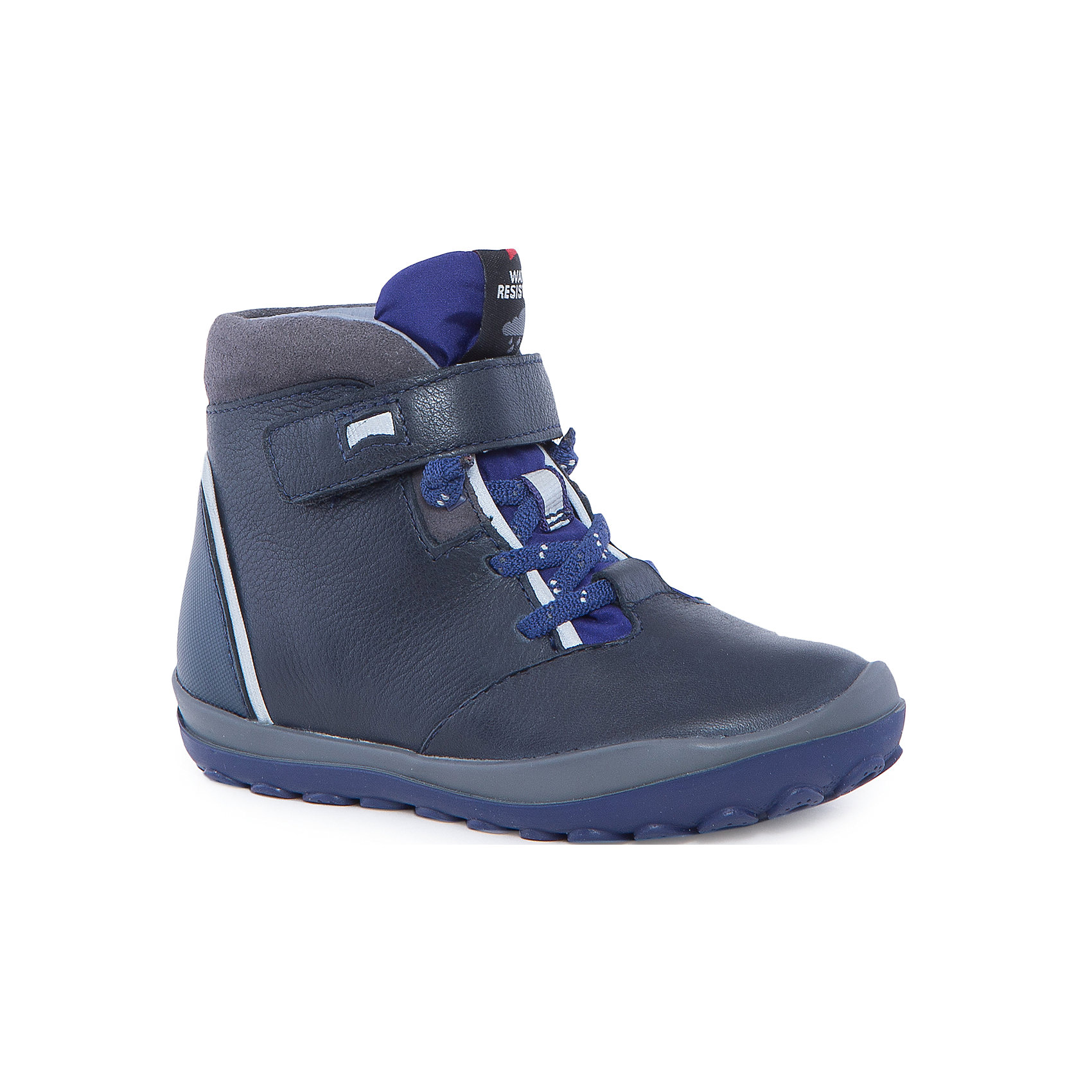 Ботинки для мальчика CamperХарактеристики:<br><br>• Предназначение: повседневная обувь<br>• Сезон: демисезонные<br>• Пол: для мальчика<br>• Цвет: черный, синий, серый<br>• Материал верха и стельки: натуральная кожа, текстиль, замша<br>• Материал подошвы: резина<br>• Тип каблука и подошвы: рифленая подошва<br>• Тип застежки: шнурки, ремешки-липучки<br>• Уход: удаление загрязнений мягкой тканью<br><br>Ботинки для мальчика Camper изготовлены испанским торговым брендом, специализирующимся на производстве обуви премиум-класса. Детская обувь Camper учитывает анатомические особенности детской растущей ноги, поэтому она изготавливается исключительно из натуральной кожи. Ботинки выполнены из сочетания гладкой кожи и замши, все элементы верха прошиты, имеется ортопедическая стелька. Эта модель ботинок выполнена с повышенными влагостойкими и антискользящими свойствами, имеет дополнительное утепление. Ботинки выполнены в дизайне детской линии от Camper – Peu Pista, которая отличается спортивным дизайном и яркими элементами, анатомической формой и повышенными комфортными свойствами. <br><br>Ботинки для мальчика Camper можно купить в нашем интернет-магазине.<br><br>Ширина мм: 262<br>Глубина мм: 176<br>Высота мм: 97<br>Вес г: 427<br>Цвет: синий<br>Возраст от месяцев: 24<br>Возраст до месяцев: 24<br>Пол: Мужской<br>Возраст: Детский<br>Размер: 25,28,30,27,26,29<br>SKU: 4974991
