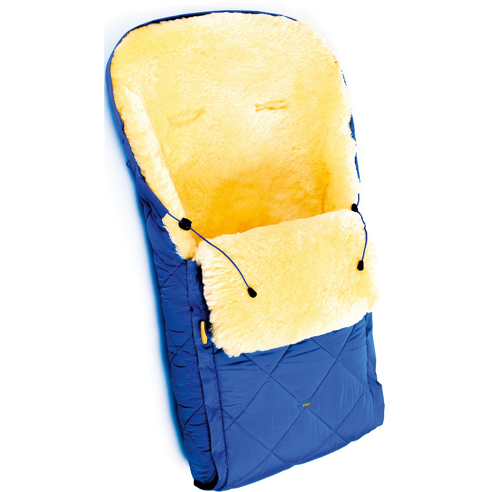Конверт в коляску натур овчина, Ramili, синийЗимние конверты<br>Конверт в коляску натур овчина, Ramili, красный изготовлен по британской технологии с соблюдением всех норм и требований к безопасности для изделий, предназначенных для новорожденных. Верх конверта выполнен из плащевой ткани, которая обеспечивает защиту от ветра и влаги, при этом обладает высокими износоустойчивыми свойствами; внутренняя часть – из натуральной овчины, выделанной по специализированной технологии обработки, при которой не используются красители и химические вещества. При этом при обработке сохраняются свойства натуральной овчины и завиток, который обеспечивает повышенные теплоизоляционные свойства. Изделие обладает высокими гипоаллергенными свойствами. Конверт удобен в использовании: сбоку имеется молния,егивании которой, конверт делится на две части, это позволяет его использовать и как коврик в санки или на пол для игр ребенка; Сверху предусмотрена стяжка, благодаря которой верхняя часть стягивается в капюшон. Конверт выполнен в ярком цвете, что позволит его использовать для выписки в зимнее время.<br>Конверт в коляску натур овчина, Ramili, красный – это качественные, комфортные и многофункциональные изделия для самых маленьких!<br><br>Характеристики:<br>Сезон: зима<br>Cостав: верх конверта – полиэстер, меховой подклад – овчина, 100%<br>Размеры конверта (Д*Ш): 95*45 см<br>Верх стягивается в капюшон<br>Наличие застежки-молнии<br>Предусмотрены прорези для ремней безопасности<br>Трансформируется в коврик<br>Уход: машинная стирка при температуре не более 40 градусов<br><br>Конверт в коляску натур овчина, Ramili, красный можно купить в нашем интернет-магазине.<br><br>Ширина мм: 900<br>Глубина мм: 600<br>Высота мм: 200<br>Вес г: 1000<br>Цвет: синий<br>Возраст от месяцев: 0<br>Возраст до месяцев: 12<br>Пол: Унисекс<br>Возраст: Детский<br>SKU: 4980603