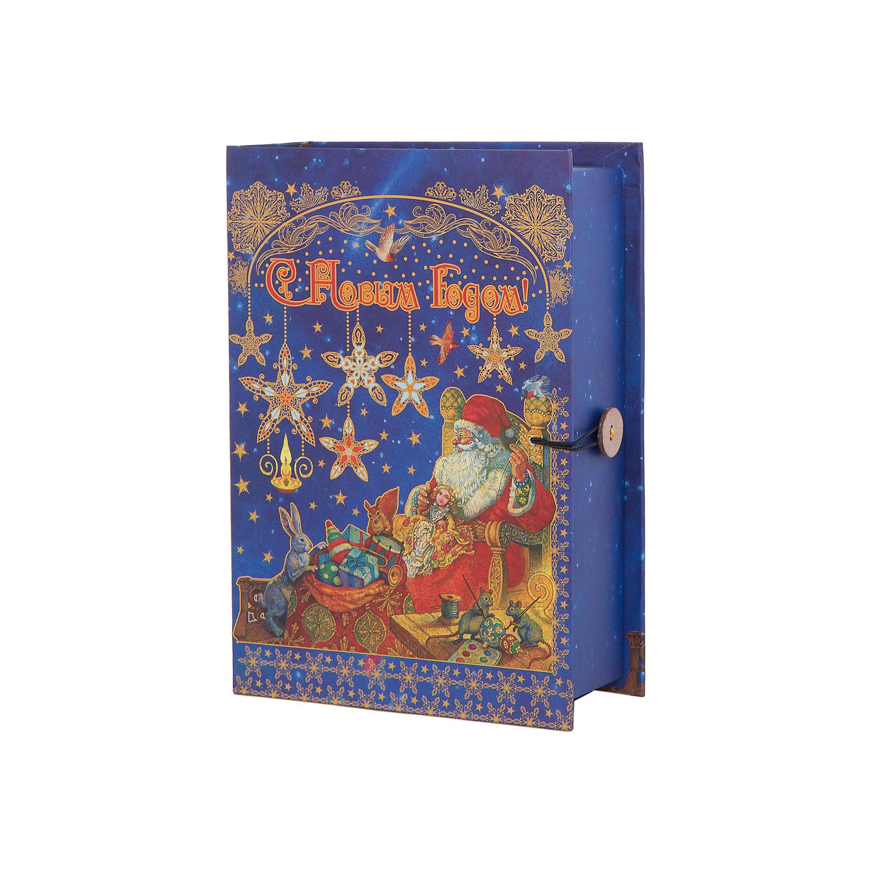 Подарочная коробка Мастерская Деда Мороза 20*14*6 смВсё для праздника<br>Подарочная коробка Мастерская Деда Мороза 20 * 14 * 6 см - впустите атмосферу зимы и праздников в ваш дом! С этой подарочной коробкой так весело наряжать подарки и радовать близких. Картонная коробка выглядит как книга и имеет яркую обложку с цветными рисунками деда Мороза, собирающего подарки вместе с маленькими зверятами. На корешке изображены ажурные золотые узоры праздничном ночном фоне со звездочками и снежинками. На лицевой стороне коробки изображена надпись «С Новым Годом», она закрывается на небольшой эластичный шнурок и пуговичку. Устройте сюрприз вашим близким!<br>Дополнительная информация:<br><br>- Размер: 20 * 14 * 6 см.<br>- Материал: картон плотностью 1100 г/м2<br>Подарочную коробку Мастерская Деда Мороза 20 * 14 * 6 см можно купить в нашем интернет-магазине.<br>Подробнее:<br>• Для детей в возрасте: от 3 лет<br>• Номер товара: 4981488<br>Страна производитель: Китай<br><br>Ширина мм: 200<br>Глубина мм: 140<br>Высота мм: 60<br>Вес г: 330<br>Возраст от месяцев: 36<br>Возраст до месяцев: 2147483647<br>Пол: Унисекс<br>Возраст: Детский<br>SKU: 4981488