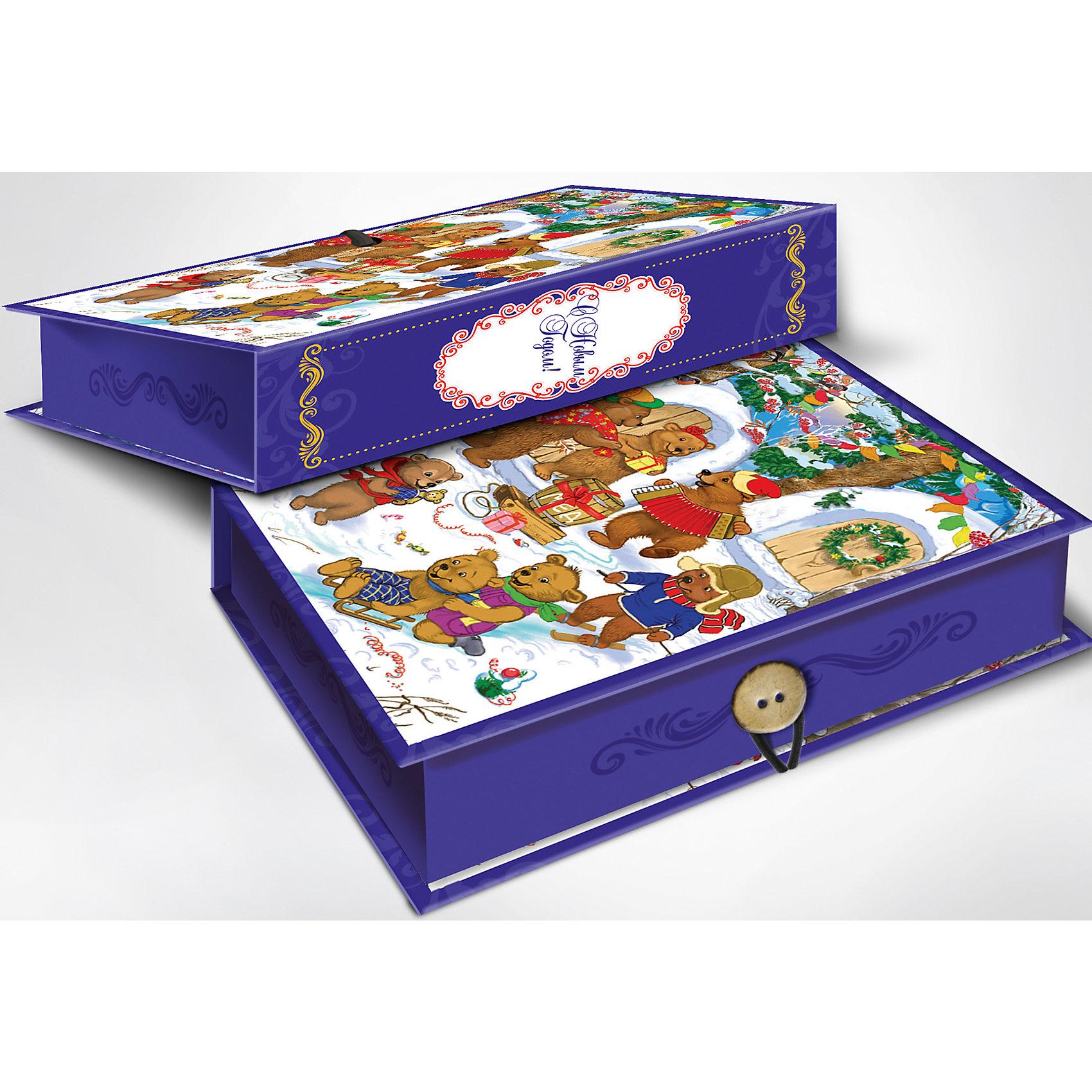 Подарочная коробка Медвежата 20*14*6 смПодарочная коробка Медвежата 20 * 14 * 6 см - впустите атмосферу зимы и праздников в ваш дом! С этой подарочной коробкой так весело наряжать подарки и радовать близких. Картонная коробка выглядит как книга и имеет яркую обложку с цветными рисунками озорных мишек, наслаждающимися зимними праздниками. На корешке изображена ажурная надпись «С Новым Годом», обрамленная овалом с орнаментами. Коробка закрывается на небольшой эластичный шнурок и пуговичку. Устройте сюрприз вашим близким!<br>Дополнительная информация:<br><br>- Размер: 20 * 14 * 6 см.<br>- Материал: картон плотностью 1100 г/м2<br>Подарочную коробку Медвежата 20 * 14 * 6 см можно купить в нашем интернет-магазине.<br>Подробнее:<br>• Для детей в возрасте: от 3 лет<br>• Номер товара: 4981489<br>Страна производитель: Китай<br><br>Ширина мм: 200<br>Глубина мм: 140<br>Высота мм: 60<br>Вес г: 330<br>Возраст от месяцев: 36<br>Возраст до месяцев: 2147483647<br>Пол: Унисекс<br>Возраст: Детский<br>SKU: 4981489
