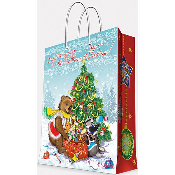 Подарочный пакет Медвежонок и еноты  26*32,4*12,7 смДетские подарочные пакеты<br>Приближение Нового года не может не радовать! Праздничное настроение создает украшенный дом, наряженная ёлка, запах мандаринов, предновогодняя суета и, конечно же, подарки! Чтобы сделать момент вручения приятнее, нужен красивый подарочный пакет.<br>Этот пакет украшен симпатичным универсальным рисунком, поэтому в него можно упаковать подарок и родственнику, и коллеге. Он сделан из безопасного для детей, прочного, но легкого, материала. Создайте с ним праздничное настроение себе и близким!<br><br>Дополнительная информация:<br><br>плотность бумаги: 140 г/м2;<br>размер: 26 х 32 х 13 см;<br>с ламинацией;<br>украшен рисунком.<br><br>Подарочный пакет Медвежонок и еноты 26*32,4*12,7 см можно купить в нашем магазине.<br>Ширина мм: 260; Глубина мм: 234; Высота мм: 127; Вес г: 71; Возраст от месяцев: 36; Возраст до месяцев: 2147483647; Пол: Унисекс; Возраст: Детский; SKU: 4981595;