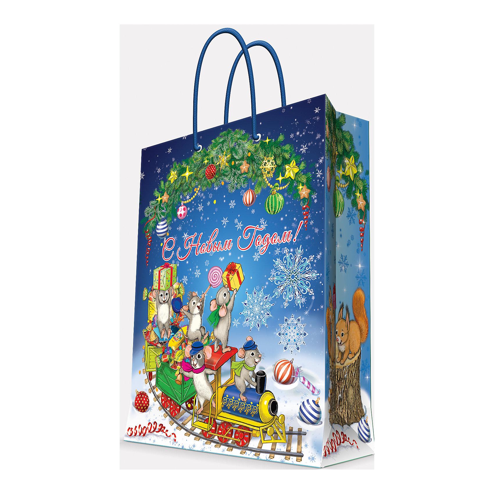 Подарочный пакет Новогодний паровозик и мышата 17,8*22,9*9,8 смВсё для праздника<br>Предновогодние хлопоты многие любят даже больше самого праздника! Праздничное настроение создает украшенный дом, наряженная ёлка, запах мандаринов, предновогодняя суета и, конечно же, подарки! Чтобы сделать момент вручения приятнее, нужен красивый подарочный пакет.<br>Этот пакет украшен симпатичным универсальным рисунком, поэтому в него можно упаковать подарок и родственнику, и коллеге. Он сделан из безопасного для детей, прочного, но легкого, материала. Создайте с ним праздничное настроение себе и близким!<br><br>Дополнительная информация:<br><br>плотность бумаги: 140 г/м2;<br>размер: 18 х 23 х 10 см;<br>с ламинацией;<br>украшен рисунком.<br><br>Подарочный пакет Новогодний паровозик и мышата 17,8*22,9*9,8 см можно купить в нашем магазине.<br><br>Ширина мм: 178<br>Глубина мм: 229<br>Высота мм: 98<br>Вес г: 39<br>Возраст от месяцев: 36<br>Возраст до месяцев: 2147483647<br>Пол: Унисекс<br>Возраст: Детский<br>SKU: 4981597