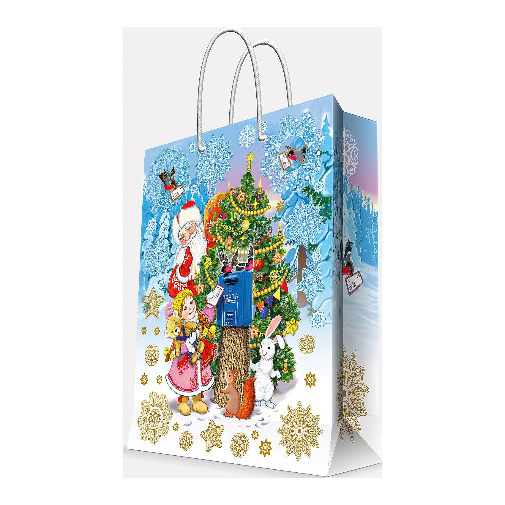Подарочный пакет Почта Деда Мороза 26*32,4*12,7 смВсё для праздника<br>Приближение Нового года не может не радовать! Праздничное настроение создает украшенный дом, наряженная ёлка, запах мандаринов, предновогодняя суета и, конечно же, подарки! Чтобы сделать момент вручения приятнее, нужен красивый подарочный пакет.<br>Этот пакет украшен симпатичным универсальным рисунком, поэтому в него можно упаковать подарок и родственнику, и коллеге. Он сделан из безопасного для детей, прочного, но легкого, материала. Создайте с ним праздничное настроение себе и близким!<br><br>Дополнительная информация:<br><br>плотность бумаги: 140 г/м2;<br>размер: 26 х 32 х 13 см;<br>с ламинацией;<br>украшен рисунком.<br><br>Подарочный пакет Почта Деда Мороза 26*32,4*12,7 см можно купить в нашем магазине.<br><br>Ширина мм: 260<br>Глубина мм: 234<br>Высота мм: 127<br>Вес г: 71<br>Возраст от месяцев: 36<br>Возраст до месяцев: 2147483647<br>Пол: Унисекс<br>Возраст: Детский<br>SKU: 4981600