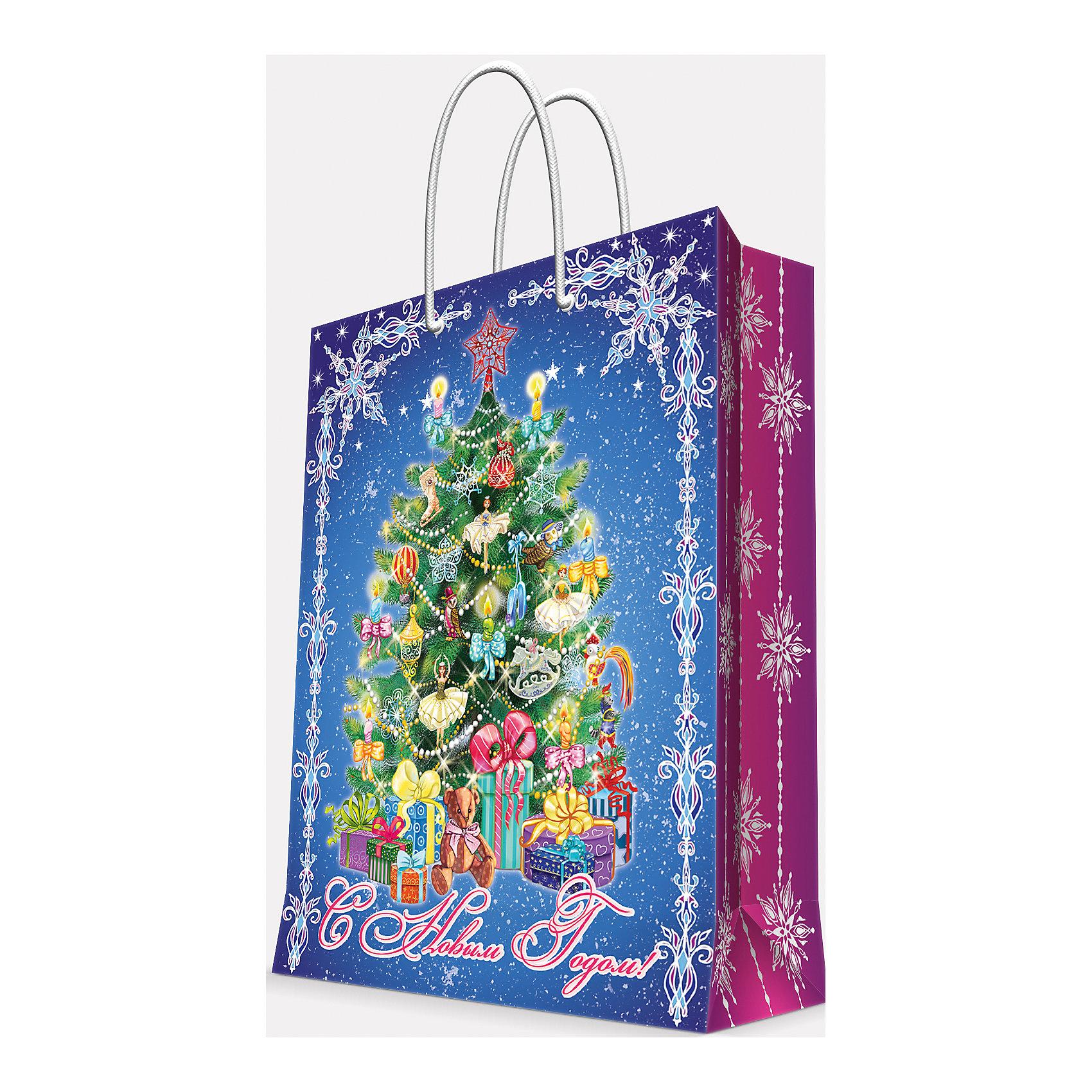 Подарочный пакет Пушистая елочка 26*32,4*12,7Приближение Нового года не может не радовать! Праздничное настроение создает украшенный дом, наряженная ёлка, запах мандаринов, предновогодняя суета и, конечно же, подарки! Чтобы сделать момент вручения приятнее, нужен красивый подарочный пакет.<br>Этот пакет украшен симпатичным универсальным рисунком, поэтому в него можно упаковать подарок и родственнику, и коллеге. Он сделан из безопасного для детей, прочного, но легкого, материала. Создайте с ним праздничное настроение себе и близким!<br><br>Дополнительная информация:<br><br>плотность бумаги: 140 г/м2;<br>размер: 26 х 32 х 13 см;<br>с ламинацией;<br>украшен рисунком.<br><br>Подарочный пакет Пушистая елочка 26*32,4*12,7 см можно купить в нашем магазине.<br><br>Ширина мм: 260<br>Глубина мм: 234<br>Высота мм: 127<br>Вес г: 71<br>Возраст от месяцев: 36<br>Возраст до месяцев: 2147483647<br>Пол: Унисекс<br>Возраст: Детский<br>SKU: 4981602