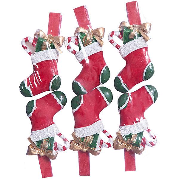 Набор прищепок Носочки с подарками 6 штНовогодние сувениры<br>Приближение Нового года не может не радовать! Праздничное настроение создает в первую очередь украшенный дом и, особенно, наряженная ёлка. Будь она из леса или искусственная - такие подвесные игрушки украсят любую!<br>Они сделаны из безопасного для детей, прочного, но легкого, материала, поэтому не разобьются, упав на пол. На украшениях есть прищепка, чтобы их можно было крепить на ёлку. Благодаря расцветке украшение отлично смотрится на ёлке. Создайте с ним праздничное настроение себе и близким!<br><br>Дополнительная информация:<br><br>размер: 10 х 9 х 2 см;<br>материал: полирезина;<br>комплектация: 6 шт.<br><br>Набор прищепок Носочки с подарками 6 шт можно купить в нашем магазине.<br>Ширина мм: 150; Глубина мм: 150; Высота мм: 60; Вес г: 49; Возраст от месяцев: 36; Возраст до месяцев: 2147483647; Пол: Унисекс; Возраст: Детский; SKU: 4981651;