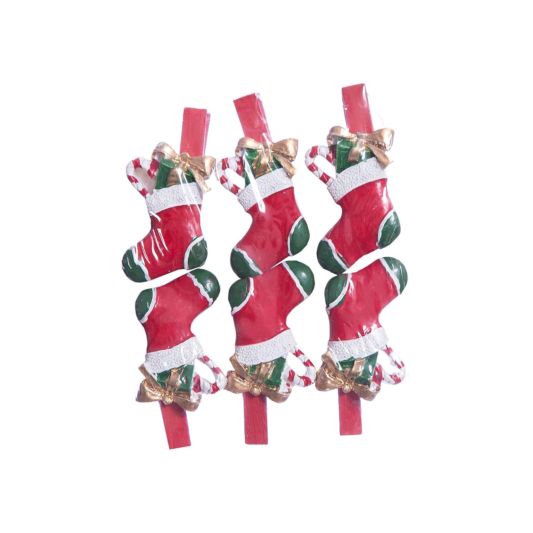 Набор прищепок Носочки с подарками 6 штПриближение Нового года не может не радовать! Праздничное настроение создает в первую очередь украшенный дом и, особенно, наряженная ёлка. Будь она из леса или искусственная - такие подвесные игрушки украсят любую!<br>Они сделаны из безопасного для детей, прочного, но легкого, материала, поэтому не разобьются, упав на пол. На украшениях есть прищепка, чтобы их можно было крепить на ёлку. Благодаря расцветке украшение отлично смотрится на ёлке. Создайте с ним праздничное настроение себе и близким!<br><br>Дополнительная информация:<br><br>размер: 10 х 9 х 2 см;<br>материал: полирезина;<br>комплектация: 6 шт.<br><br>Набор прищепок Носочки с подарками 6 шт можно купить в нашем магазине.<br><br>Ширина мм: 150<br>Глубина мм: 150<br>Высота мм: 60<br>Вес г: 49<br>Возраст от месяцев: 36<br>Возраст до месяцев: 2147483647<br>Пол: Унисекс<br>Возраст: Детский<br>SKU: 4981651