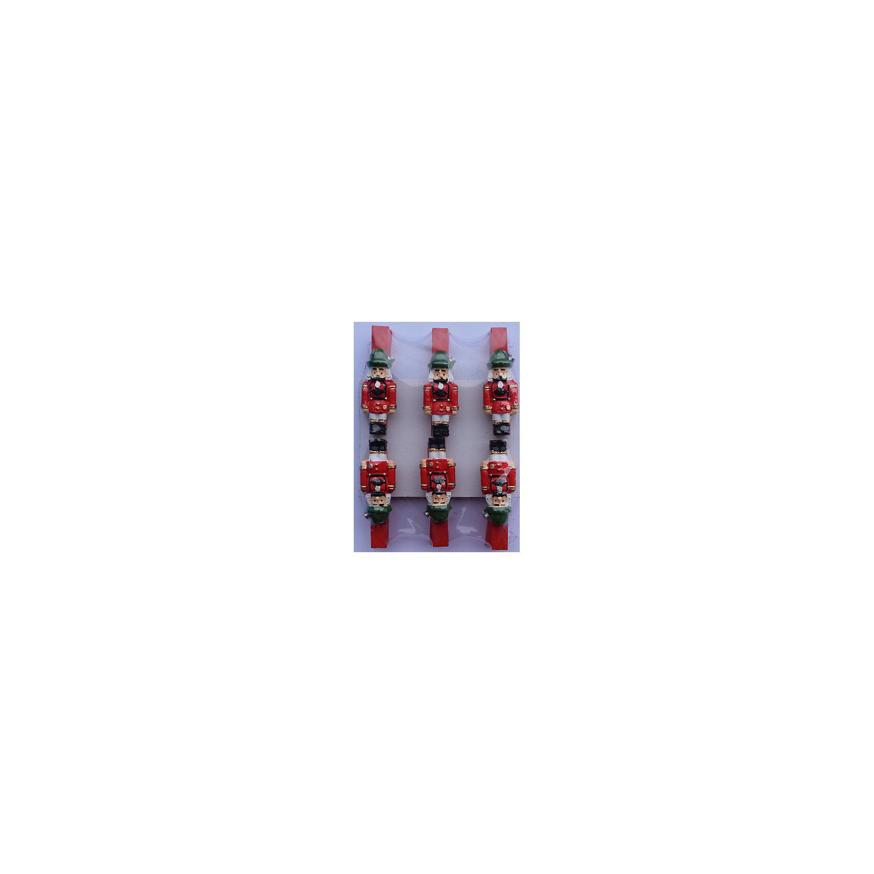 Набор прищепок Щелкунчик 6 штВсё для праздника<br>Приближение Нового года не может не радовать! Праздничное настроение создает в первую очередь украшенный дом и, особенно, наряженная ёлка. Будь она из леса или искусственная - такие подвесные игрушки украсят любую!<br>Они сделаны из безопасного для детей, прочного, но легкого, материала, поэтому не разобьются, упав на пол. На украшениях есть прищепка, чтобы их можно было крепить на ёлку. Благодаря расцветке украшение отлично смотрится на ёлке. Создайте с ним праздничное настроение себе и близким!<br><br>Дополнительная информация:<br><br>размер: 8 х 9 х 2 см;<br>материал: полирезина;<br>комплектация: 6 шт.<br><br>Набор прищепок Щелкунчик 6 шт можно купить в нашем магазине.<br><br>Ширина мм: 150<br>Глубина мм: 150<br>Высота мм: 60<br>Вес г: 42<br>Возраст от месяцев: 36<br>Возраст до месяцев: 2147483647<br>Пол: Унисекс<br>Возраст: Детский<br>SKU: 4981664