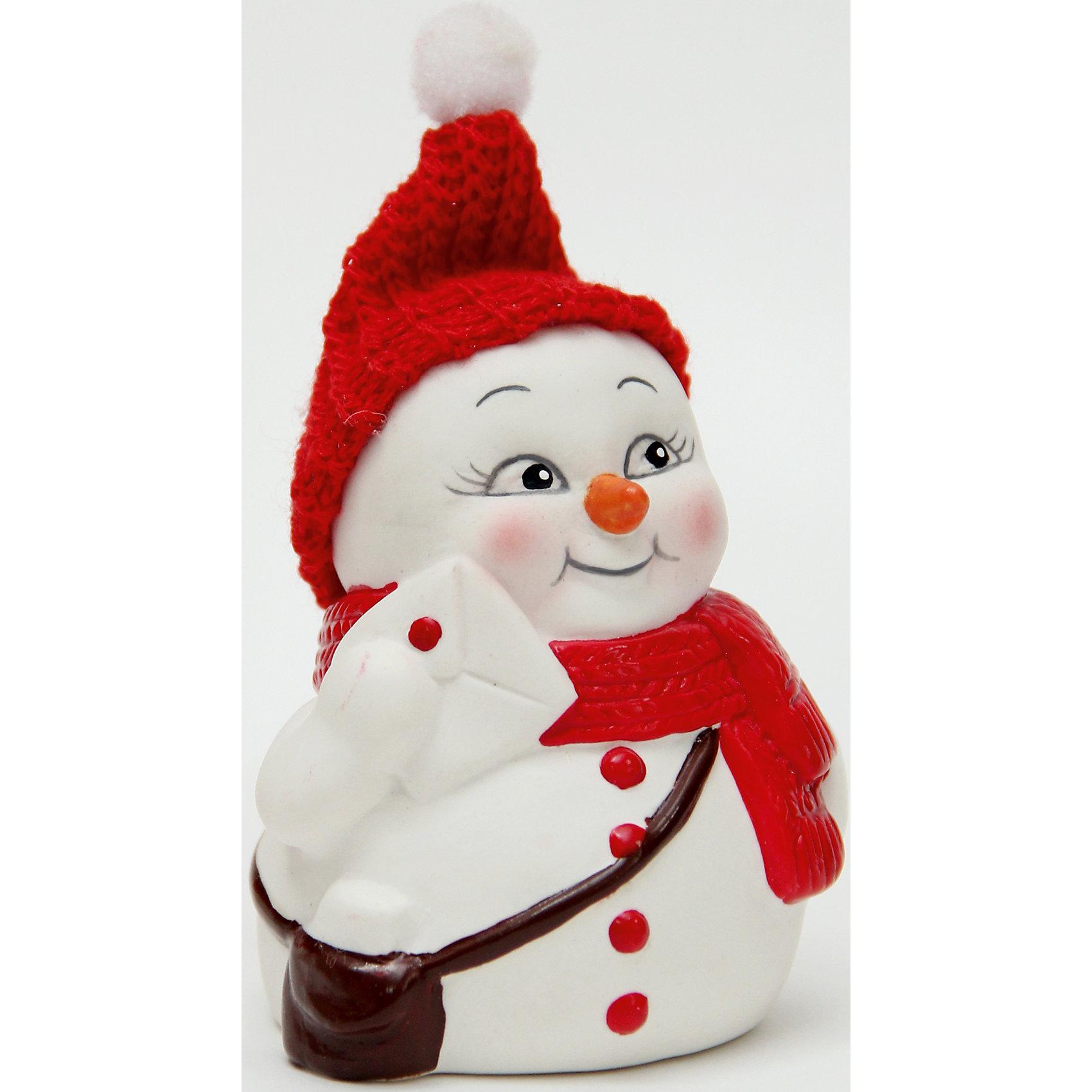 Керамический снеговик ПочтальонВсё для праздника<br>Эта керамическая фигурка может стать отличным подарком на Новый год или украшением для дома! Особое время - сам праздник и предновогодние хлопоты - ждут не только дети, но и взрослые! Праздничное настроение создает в первую очередь украшенный дом и наряженная ёлка. <br>Эта фигурка создаст особый настрой, она выглядит очень празднично и симпатично. Изделие произведено из безопасного для детей материала. Создайте с ним праздничное настроение себе и близким!<br><br>Дополнительная информация:<br><br>цвет: разноцветный;<br>материал: керамика;<br>размер: 8 см.<br><br>Керамический снеговик Почтальон можно купить в нашем магазине.<br><br>Ширина мм: 150<br>Глубина мм: 150<br>Высота мм: 60<br>Вес г: 93<br>Возраст от месяцев: 36<br>Возраст до месяцев: 2147483647<br>Пол: Унисекс<br>Возраст: Детский<br>SKU: 4981672