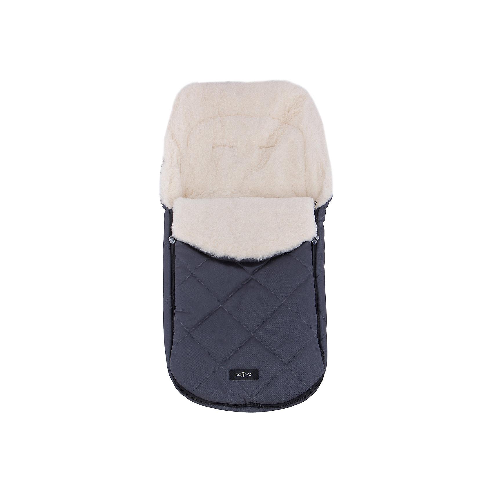 Конверт зимний №61 Exclusive, 95*50, шерсть, Womar, графитЗимние конверты<br>Конверт зимний №61 Exclusive, 95*50, шерсть, Womar, графит – эксклюзивная защита от холода для вашего малыша.<br>Внутри конверта мягкий мех, изготовленный из овчины. Этот материал не вызывает аллергии и безопасен для нежной кожи малыша. Верхняя часть непромокаемая, грязеотталкивающая и не продувается. Также ее можно отстегнуть. Сверху есть шнурок, который можно стянуть как капюшон. Конверт подходит к большинству колясок. Стирать при температуре 30 градусов, не отжимать и не гладить. Есть отверстия для пятиточечного ремня безопасности. <br><br>Дополнительная информация:<br><br>- материал: внутренняя часть – натуральная овечья шерсть, внешняя – 100% полиэстер<br>- размер: 95х50 см<br>- цвет: графит<br><br>Конверт зимний №61 Exclusive, 95*50, шерсть, Womar, графит можно купить в нашем интернет магазине.<br><br>Ширина мм: 950<br>Глубина мм: 500<br>Высота мм: 100<br>Вес г: 500<br>Возраст от месяцев: 0<br>Возраст до месяцев: 12<br>Пол: Унисекс<br>Возраст: Детский<br>SKU: 4981796