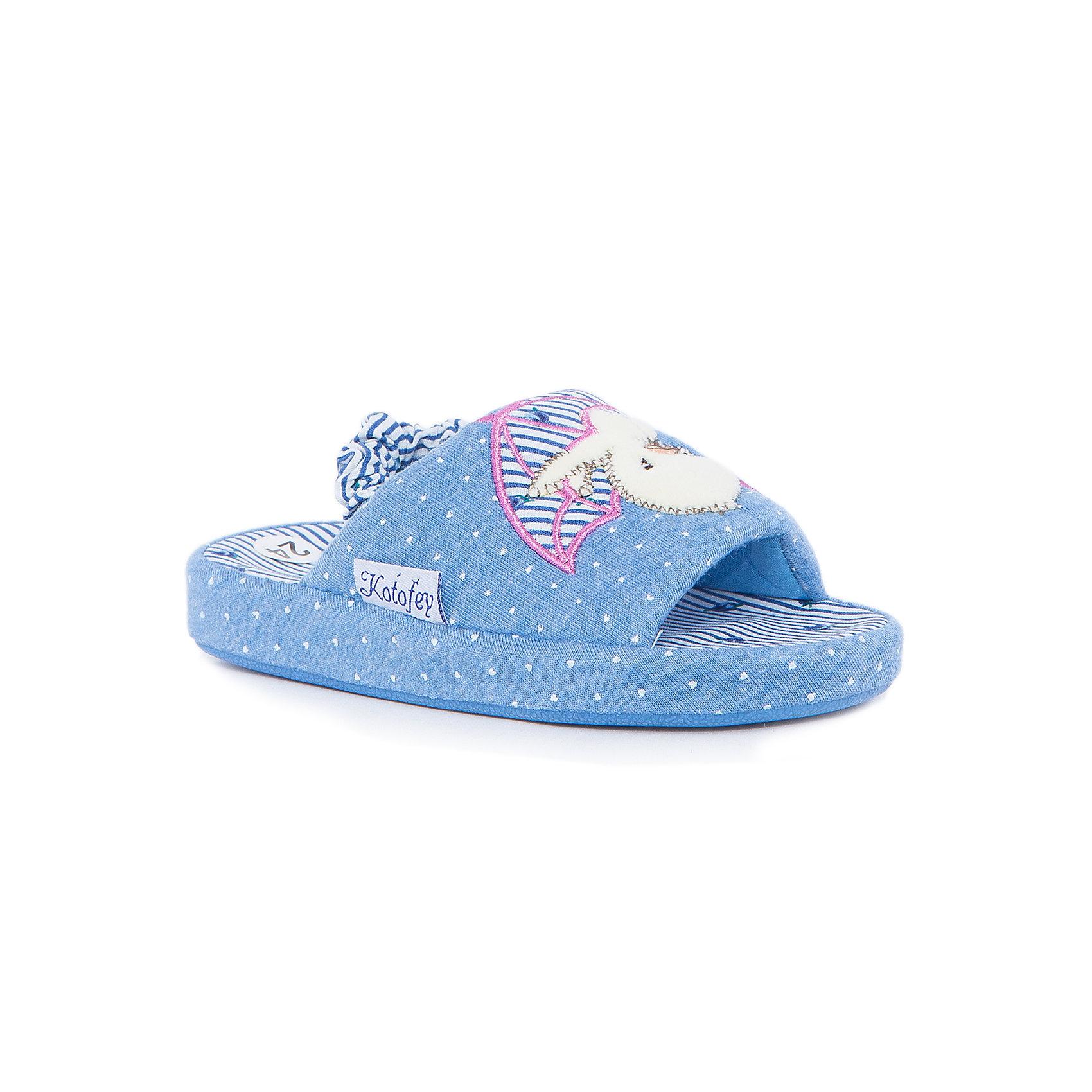 Тапки для девочки КотофейКотофей – качественная и стильная детская обувь по доступным ценам. С каждым днем популярность бренда растет.  Обувь – отражение человека. Домашней обуви необходимо уделять такое же внимание, как и уличной. Милые тапочки с открытым носиком станут любимым предметом гардероба маленькой модницы. Такая домашняя обувь одновременно и согреет и будет стильным аксессуаром к любимой пижамке подходящего цвета.<br><br>Дополнительная информация:<br><br>цвет: цветной;<br>крепление: клеевое.<br><br>Состав:<br>верх – утепленный текстиль;<br>материал подклада – текстиль;<br>подошва – ТЭП.<br><br>Цветные тапочки для девочек дошкольного возраста из текстиля от фирмы Котофей можно приобрести в нашем магазине.<br><br>Ширина мм: 219<br>Глубина мм: 158<br>Высота мм: 118<br>Вес г: 274<br>Цвет: синий<br>Возраст от месяцев: 21<br>Возраст до месяцев: 24<br>Пол: Женский<br>Возраст: Детский<br>Размер: 24,26,28,27,29,25<br>SKU: 4982018
