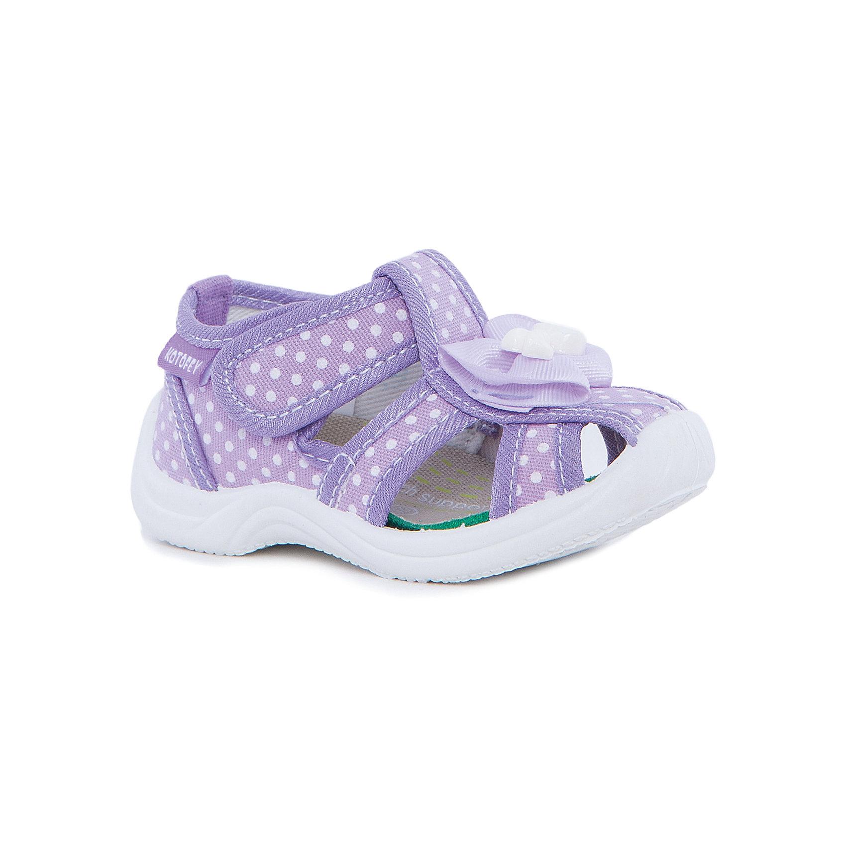 Сандалии для девочки КотофейСандалии<br>Котофей – качественная и стильная детская обувь по доступным ценам. С каждым днем популярность бренда растет.  Летние ботиночки полюбятся всем девочкам. Ботиночки выполнены с закрытым носком и прорезями по бокам, что делает из идеальной обувью для летних прогулок на свежем воздухе. Стильный принт и интересные детали делают образ ботиночек завершенным.  Качественные материалы позволят носить обувь все лето, не переживая за внешний вид.<br><br>Дополнительная информация:<br><br>цвет: сиреневый;<br>крепление: литьевое;<br>застежка: липучка;<br>температурный режим: от +15°С до +25° С.<br><br>Состав:<br>верх – текстильный материал;<br>подкладка – текстильный материал;<br>материал подошвы – ПВХ.<br><br>Летние ботиночки для девочек ясельного возраста из текстиля от фирмы Котофей можно приобрести у нас в магазине.<br><br>Ширина мм: 227<br>Глубина мм: 145<br>Высота мм: 124<br>Вес г: 325<br>Цвет: лиловый<br>Возраст от месяцев: 15<br>Возраст до месяцев: 18<br>Пол: Женский<br>Возраст: Детский<br>Размер: 22,20,25,24,21,23<br>SKU: 4982309