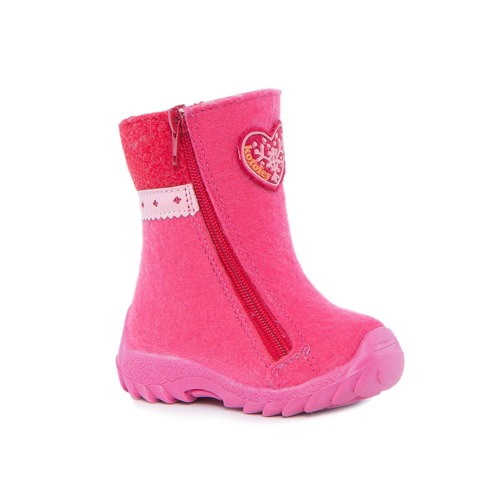 Сапоги для девочки КотофейКотофей – качественная и стильная детская обувь по доступным ценам. С каждым днем популярность магазина растет.  Войлочные сапожки – теплая и удобная детская обувь. Ботиночки изготовлены из натурального материала. Высокая подошва защитит от промокания. Необычный дизайн и материалы в традиционном стиле легли в основу создания модной моделей нового сезона. Молния установлена с двух сторон.<br><br>Дополнительная информация:<br><br>цвет: розовый;<br>вид крепления: на клею;<br>застежка: пластиковая молния;<br>температурный режим: от -20 °С до +5° С.<br><br>Состав:<br>верх – войлок;<br>подклад – шерстяной мех;<br>материал подошвы – ТЭП.<br><br>Зимние ботиночки для девочек ясельного возраста из кожи от фирмы Котофей можно приобрести у нас в магазине.<br><br>Ширина мм: 257<br>Глубина мм: 180<br>Высота мм: 130<br>Вес г: 420<br>Цвет: розовый<br>Возраст от месяцев: 18<br>Возраст до месяцев: 21<br>Пол: Женский<br>Возраст: Детский<br>Размер: 23,21,24,22<br>SKU: 4982379