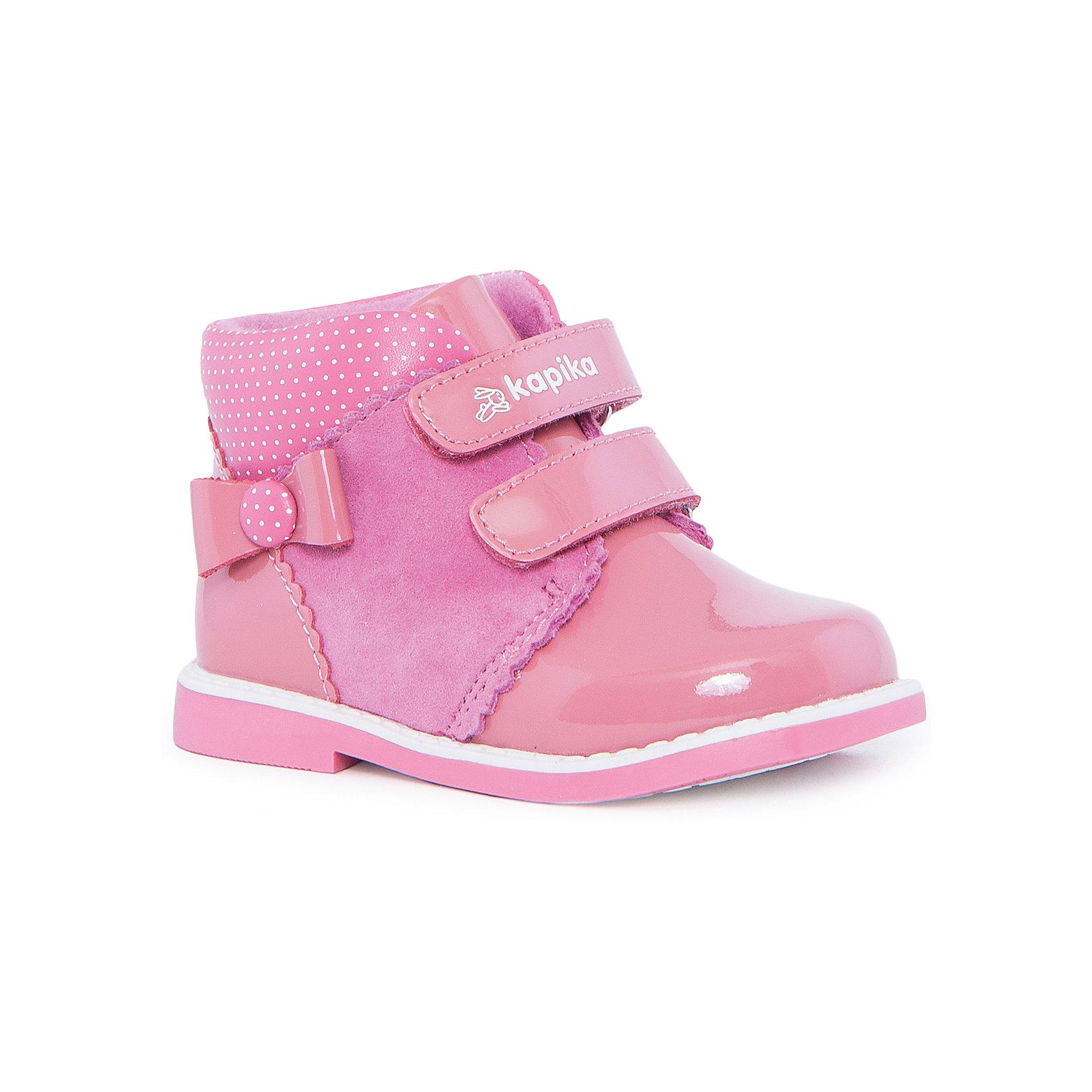 Ботинки для девочки KAPIKAОбувь для малышей<br>Ботинки для девочки KAPIKA – стиль, красота и тепло.<br>Красивые модные ботинки из натуральной кожи делают ходьбу комфортной и теплой. Внутри утепленная подкладка из шерсти. Ботинки сделаны с жестким задником и супинатором для правильного формирования ступни. Хорошо прилегают к ноге, закрепляясь двумя липучками. Нежный цвет и лакированный носик для особенных модниц.<br><br>Дополнительная информация:<br><br>- материал верха: натуральная кожа<br>- материал подкладки: утепленный текстиль, 80% шерсть<br>- цвет: розовый<br><br>Ботинки для девочки KAPIKA можно купить в нашем интернет магазине.<br><br>Ширина мм: 262<br>Глубина мм: 176<br>Высота мм: 97<br>Вес г: 427<br>Цвет: розовый<br>Возраст от месяцев: 12<br>Возраст до месяцев: 15<br>Пол: Женский<br>Возраст: Детский<br>Размер: 24,22,23,21<br>SKU: 4987985
