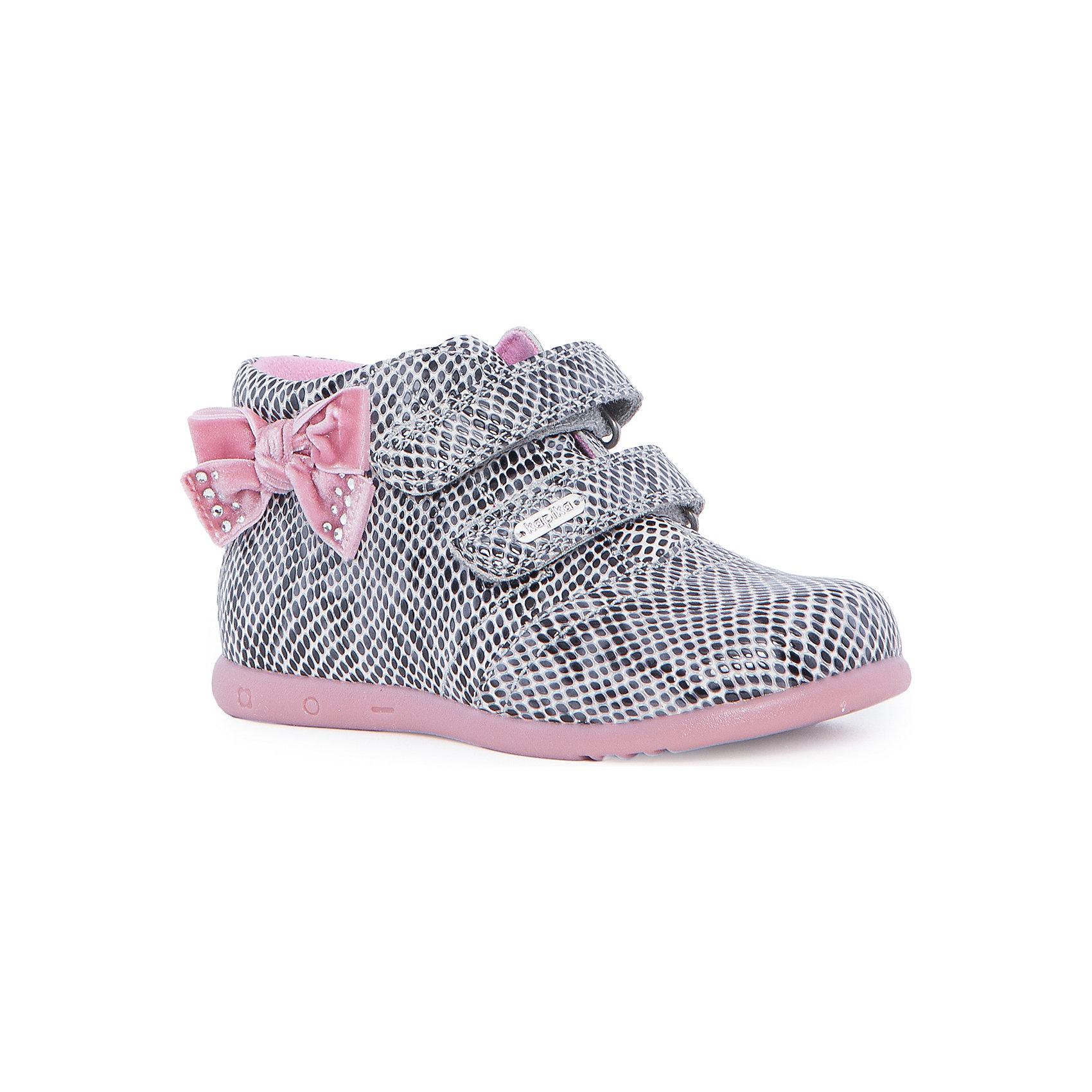 Ботинки для девочки KAPIKAБотинки<br>Ботинки для девочки KAPIKA – стиль, удобство и комфорт.<br>Красивые ботиночки из натуральной кожи сделаны со специальным супинатором, который делает носку комфортной. Стелька и подкладка также из натуральной кожи. Ботиночки застегиваются с помощью двух липучек. Сбоку есть модный бантик для особенных красавиц.<br><br>Дополнительная информация:<br><br>- материал верха: натуральная кожа, нубук<br>- материал подкладки: натуральная кожа<br>- цвет: розовый<br><br>Ботинки для девочки KAPIKA можно купить в нашем интернет магазине.<br><br>Ширина мм: 262<br>Глубина мм: 176<br>Высота мм: 97<br>Вес г: 427<br>Цвет: серый<br>Возраст от месяцев: 24<br>Возраст до месяцев: 36<br>Пол: Женский<br>Возраст: Детский<br>Размер: 26,28,25,27<br>SKU: 4988029