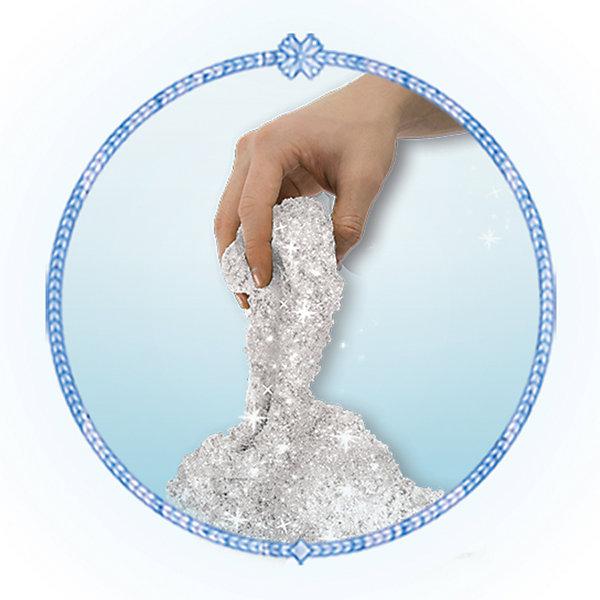 Песок для лепки Холодное Сердце,  454 гр., с 2 формочками, Kinetic SandКинетический песок<br>Кинетический песок - это уникальный материал, специально созданный для детского творчества. Теперь не нужно выходить из дома, чтобы построить замки и куличики! В составе Kinetic Sand - чистейший кварцевый песок (98%) и связующий элемент, нетоксичный и совершенно безопасный для здоровья ребенка. Песок не пачкает руки, не высыхает, игра с ним очень увлекательна и способна развить творческие навыки малыша и мелкую моторику. В комплект включены кинетический песок (434 грамма) и 2 формочки, с помощью которых можно слепить одного из самых забавный персонажей анимационного фильма Холодное сердце (Frozen) - очаровательного Олафа, а также маленького улыбчивого снеговичка. Песок предназначен для детей от 3 лет.<br>Ширина мм: 180; Глубина мм: 215; Высота мм: 45; Вес г: 580; Возраст от месяцев: 36; Возраст до месяцев: 120; Пол: Женский; Возраст: Детский; SKU: 5001041;