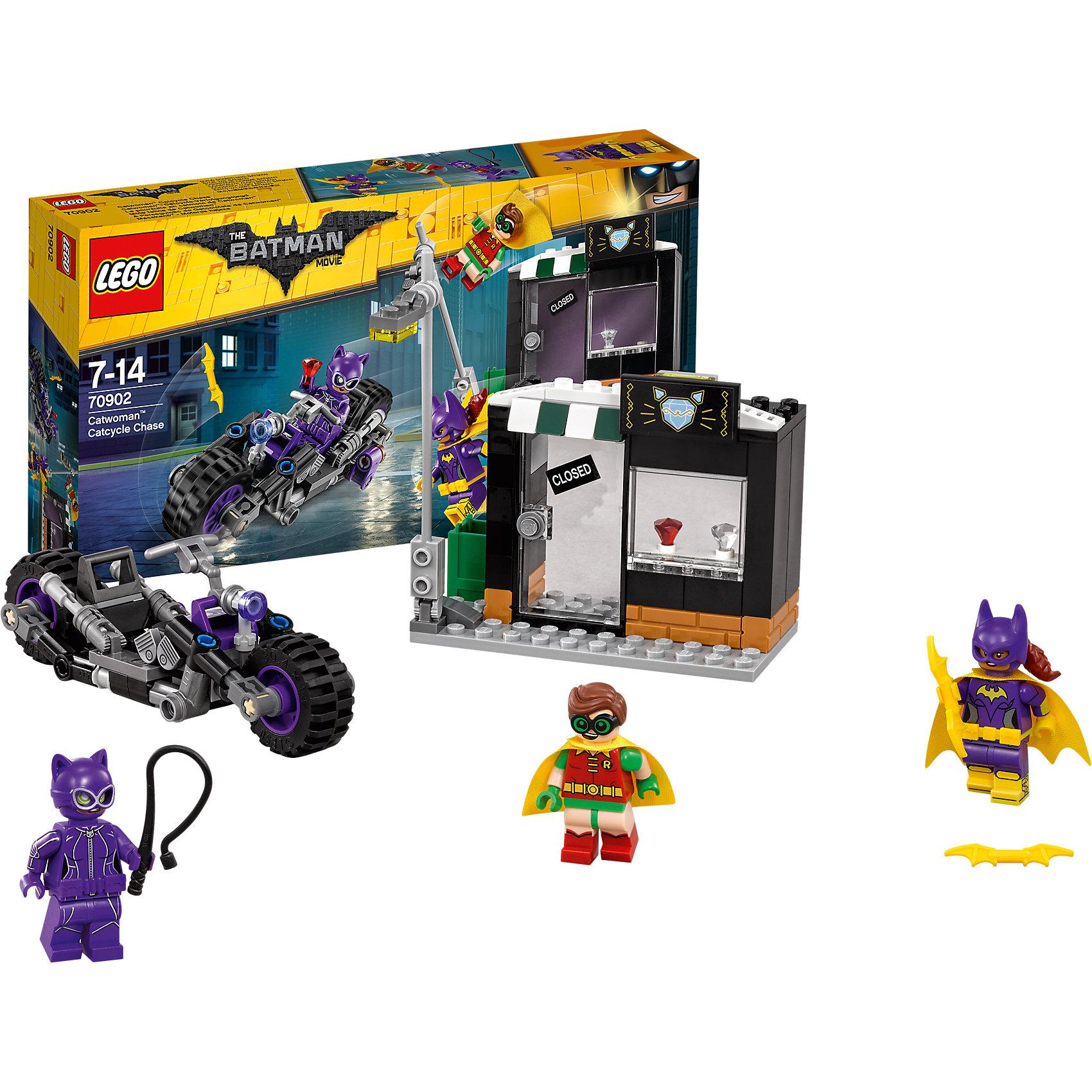 LEGO Batman Movie 70902: Погоня за Женщиной-кошкойПластмассовые конструкторы<br>LEGO Batman Movie 70902: Погоня за Женщиной-кошкой<br><br>Характеристики:<br><br>- в набор входит: детали мотоцикла и магазина, 3 минифигурки, аксессуары, красочная инструкция<br>- минифигурки набора: Женщина-кошка, Бэтгёрл, Робин <br>- состав: пластик<br>- количество деталей: 139 <br>- размер мотоцикла: 13 * 3 * 4 см.<br>- размер магазина: 11 * 5 * 8 см.<br>- примерное время сборки: 30 мин.<br>- для детей в возрасте: от 7 до 14 лет<br>- Страна производитель: Дания/Китай/Чехия<br><br>Легендарный конструктор LEGO (ЛЕГО) представляет серию «Batman Movie» (Бэтмен Муви) по сюжету одноименного лего мультфильма. <br><br>Серия понравится любителям комиксов DC и историй о Бэтмене. Женщина-кошка сбивает столбы в городе и хочет ограбить ювелирный магазин. Но Бэтгёрл и Робин просто так ей это не позволят сделать. <br><br>Фигурки набора отлично детализированы и качественно прорисованы, у всех есть по два выражения лица. Робин и Бэтгёрл носят тканевые плащи, Женщина-кошка облачена в маску и вооружена хлыстом. Оружие Бэтгёрл – желтый бэтаранг. <br><br>Окна и двери магазинчика открываются, столб можно опускать в горизонтальное положение. Помоги Робину и Бэтгёрл восстановить порядок в Готем-сити вместе с набором серии «Batman Movie»<br><br>Конструктор LEGO Batman Movie 70902: Погоня за Женщиной-кошкой можно купить в нашем интернет-магазине.<br><br>Ширина мм: 264<br>Глубина мм: 142<br>Высота мм: 53<br>Вес г: 230<br>Возраст от месяцев: 84<br>Возраст до месяцев: 168<br>Пол: Мужской<br>Возраст: Детский<br>SKU: 5002401