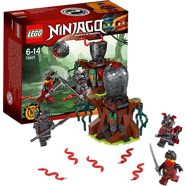 LEGO NINJAGO 70621: Атака Алой армииКонструкторы Лего<br>LEGO NINJAGO 70621: Атака Алой армии<br><br>Характеристики:<br><br>- в набор входит: детали машины и подставки, 3 минифигурки, 1 клинок времени, аксессуары, красочная инструкция по сборке<br>- минифигурки набора: Кай, Риветт, Слэкджо<br>- состав: пластик<br>- количество деталей: 83<br>- размер яйца вермиллионов: 10 * 7 * 7 см. <br>- для детей в возрасте: от 6 до 14 лет<br>- Страна производитель: Дания/Китай/Чехия<br><br>Легендарный конструктор LEGO (ЛЕГО) представляет серию «NINJAGO» (Ниндзяго) - это увлекательный мир воинов ниндзя против зла. Ребенку понравятся разнообразие приключений и возможности новых игр. <br><br>Большой детализированный пень с водорослями и аксессуарами стал пристанищем для вермиллионов, на нем расположено их огромное яйцо. Внутри пня находится механизм, который открывает яйцо, как будто он само треснуло и раскрылось. Внутри яйца находится пять вермиллионов, красных болотных змей, с ними и придется бороться ниндзям. Новый костюм Кая очень ему идет, новые рисунки, отличная маска и объемная прическа делают его еще более реалистичным, он вооружен серебрянной катаной. <br><br>Злодей Риветт представлен в тяжелом доспехе, на его шлеме расположены две змеи, под доспехами фигурка разрисована и все еще выглядит угрожающе, у фигурки два выражения лица. Второй злодей, Слэкджо, выступает в объемном шлеме и с большим молотом, у него также два лица. С помощью особых сил они хотят завладеть временем и вселенной Ниндзяго. Помоги Каю применить клинок времени и победить злодеев Алой армии. <br><br>Играя с конструктором ребенок развивает моторику рук, воображение и логическое мышление, научится собирать по инструкции и создавать свои модели. Придумывайте новые истории любимых героев с набором LEGO «NINJAGO»!<br><br>Конструктор LEGO NINJAGO 70621: Атака Алой армии можно купить в нашем интернет-магазине.<br><br>Ширина мм: 159<br>Глубина мм: 142<br>Высота мм: 63<br>Вес г: 126<br>Возраст от месяцев: 72<br>Воз