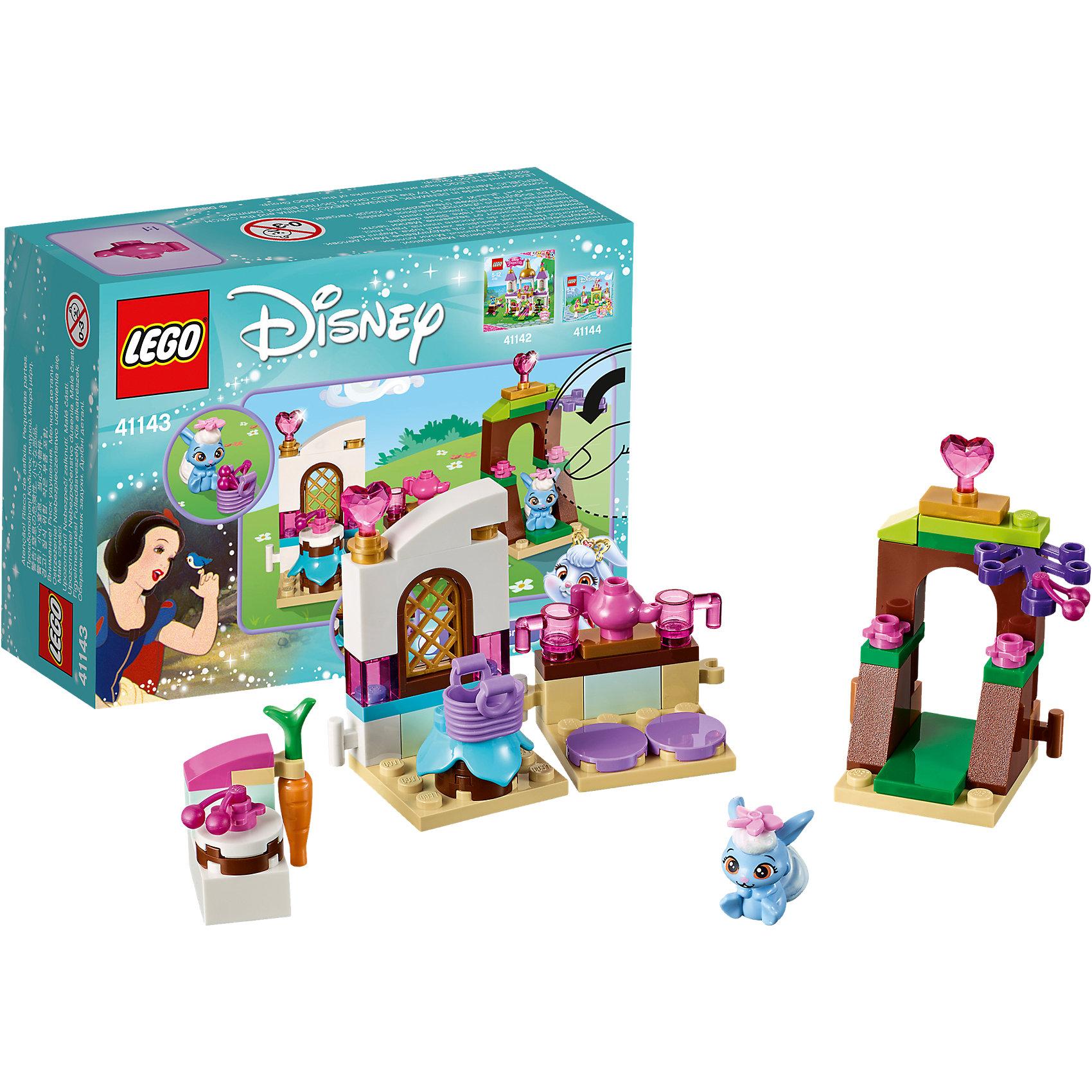 LEGO Disney Princesses 41143: Кухня ЯгодкиПластмассовые конструкторы<br>LEGO Disney Princesses 41143: Кухня Ягодки<br><br>Характеристики:<br><br>- в набор входит: детали для кухни, фигурка Ягодки, аксессуары, красочная инструкция<br>- состав: пластик<br>- количество деталей: 61<br>- размер упаковки: 12 * 5 * 9 см.<br>- размер собранной кухни: 14 * 3 * 7 см.<br>- для детей в возрасте: от 5 до 12 лет<br>- Страна производитель: Дания/Китай/Чехия<br><br>Легендарный конструктор LEGO (ЛЕГО) представляет серию «Disney Princesses» (Принцессы Диснея) в которую входят наборы конструкторов о принцессах и героях из мультфильмов компании Дисней. С помощью конструкторов можно строить окружение любимых персонажей своими руками, а потом играть с ними. Любимый крольчонок Белоснежки по имени Ягодка просто обожает готовить! Набор Кухня Ягодки из цикла «Королевские питомцы» (Palace Pets) отлично отразил все необходимые элементы, которые Ягодка использовала для приготовлений десертов на своей лесной чайной вечеринки. Модульная кухня включает в себя небольшую барную стойку для завтраков с двумя сиденьями. Белый столик для готовки оснащен держателем для морковки. На вишневых воротах растут прекрасные вишенки, которые отлично подойдут для пирога Ягодки, она соберет их в свою маленькую корзинку. Очаровательная фигурка крольчонка может двигать головой. В набор включены аксессуары для чаепития: чайник, две чашки, торт, вишенки. Сам набор может быть соединен с другими наборами «Королевские питомцы» (Palace Pets). Играя с конструктором ребенок развивает моторику рук, воображение и логическое мышление, научится собирать по инструкции и создавать свои модели. Придумывайте новые истории любимых героев с набором LEGO «Disney Princesses»!<br><br>Конструктор LEGO Disney Princesses 41143: Кухня Ягодки можно купить в нашем интернет-магазине.<br><br>Ширина мм: 125<br>Глубина мм: 93<br>Высота мм: 48<br>Вес г: 73<br>Возраст от месяцев: 60<br>Возраст до месяцев: 144<br>Пол: Женский<br>Возраст: Детский<br>S