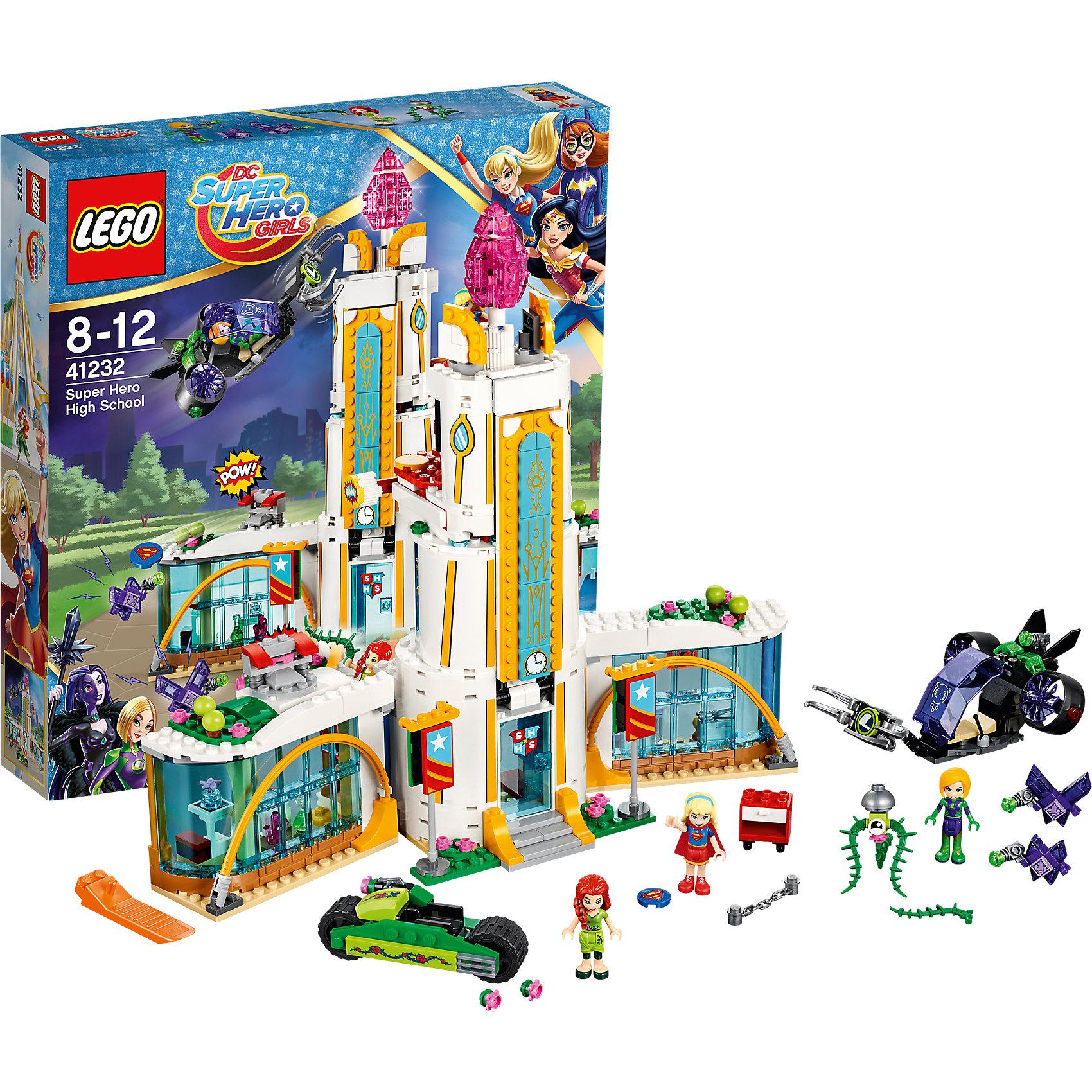 LEGO DC Super Girls 41232: Школа супергероевПластмассовые конструкторы<br>LEGO DC Super Girls 41232: Школа супергероев<br><br>Характеристики:<br><br>- в набор входит: детали школы, двух транспортных средств, 3 фигурки, 2 Криптомита, аксессуары, инструкция по сборке<br>- фигурки набора: Лена Лютор, Супергёрл, Ядовитый Плющ (Пойзон Иви),<br>- состав: пластик<br>- количество деталей: 712 <br>- размер школы: 33 * 10 * 30 см.<br>- размер самолета: 15 * 6 * 10 см.<br>- размер мотоцикла: 3 * 8 * 3 см.<br>- для детей в возрасте: от 8 до 12 лет<br>- Страна производитель: Дания/Китай/Чехия<br><br>Легендарный конструктор LEGO (ЛЕГО) представляет серию «DC Super Girls» (ДиСи Супер Гёрлс) по сюжетам фильмов и мультфильмов о супергероинях. <br><br>Этот набор понравится любителям короткометражных мультфильмов компании Warner Brothers DC Super Girls (ДиСи Супер Гёрлс). <br><br>Внутри школы расположена лаборатория, откуда были выпущены Криптомиты, а так же кабинет шитья супер костюмов. На крыше расположена оранжерея с растениями Ядовитого Плюща (Пойзон Иви). С помощью специального механизма передняя часть башни переворачивается, выпуская Плюща на ее мотоцикле вниз по съезду. Плющ и Супергёрл защищают школу от нападения Лены Лютор и Криптомитов. С левой строны крыши расположена катапульта с дисками Супергёрл. Тем временем, Лена Лютор на своем самолете хочет похитить главный камень на пике центральной башни. Ее самолет может перевернутым, а сама Лена не выпадет из него благодаря специальному креплению. В самолет установлен специальный выдвижной зажим, которым она пользуется для похищения камня. Мотоцикл Плюща оснащен механизмом для стрельбы растениями, сама героиня держит в руках длинный побег с шипами. <br><br>В набор оружия входят три лазера, диск Плюща и диск Супергёрл, две цепи. В аксессуары вошли гаечный ключ, колба, Суперкружки, дополнительный плащ, фрагмент аметиста, цветов Плюща, телефон Супергёрл, ножницы и кусочек суши. <br><br>Играя с конструктором ребенок развивает моторик