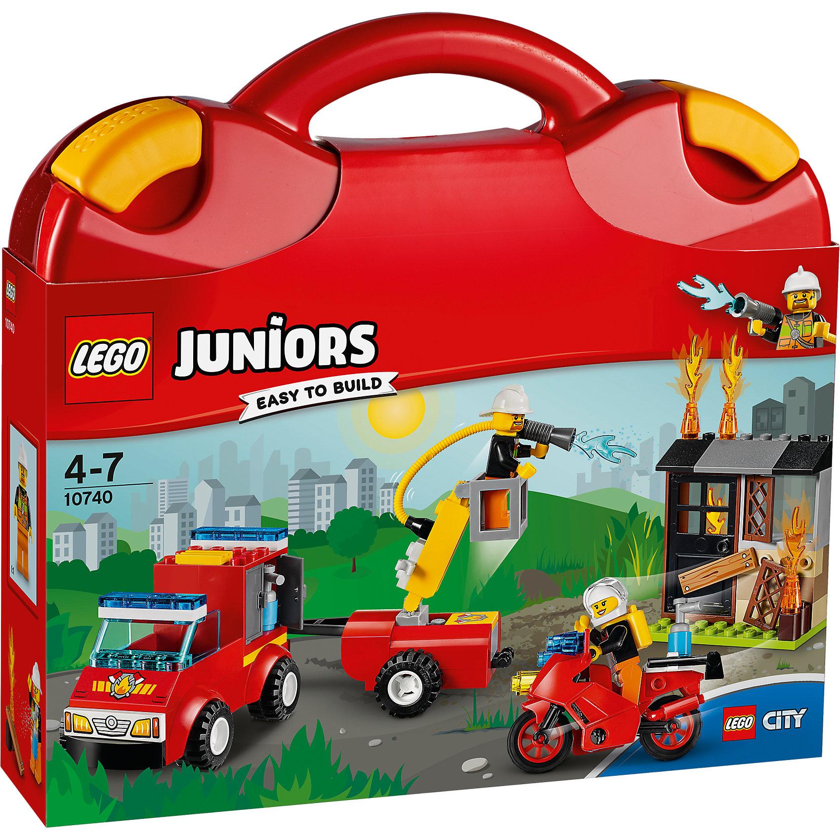 LEGO Juniors 10740: Чемоданчик «Пожарная команда»Пластмассовые конструкторы<br>LEGO Juniors 10740: Чемоданчик «Пожарная команда»<br><br>Характеристики:<br><br>- в набор входит: детали мотоцикла, пожарной машины, постройки, 2 минифигурки, аксессуары, красочная инструкция<br>- минифигурки набора: пожарный мужчина, пожарная женщина<br>- состав: пластик<br>- количество деталей: 110 <br>- размер чемоданчика: 28 * 6 * 26 см.<br>- размер пожарной машины с прицепом: 20 * 5 * 18 см.<br>- для детей в возрасте: от 4 до 7 лет<br>- Страна производитель: Дания/Китай/Чехия<br><br>Легендарный конструктор LEGO (ЛЕГО) представляет серию «Juniors» (Джуниорс) для новичков в строительстве из конструктора ЛЕГО. Набор «Пожарная команда» включает в себя все необходимое для игры в пожарных. Пожарный расчет набора состоит из пожарного мужчины на машине с прицепом и пожарной женщины на мотоцикле. Мотоцикл оборудован небольшим огнетушителем для небольшого локального огня, а машина с прицепом оснащена баком с водой и раствором для тушения. Специальный гидравлический кран поможет поднять одного из пожарных вверх и тушить дом эффективнее. Небольшая заброшенная постройка заколочена деталью-доской, чтобы пробраться в здание пожарным понадобится электрическая пила, в пожарной машине такая имеется. Все детали набора легко собираются и в них можно уже играть. Благодаря удобному пластиковому чемоданчику на защелках конструктор можно эргономично хранить. Играя с конструктором ребенок развивает моторику рук, воображение и логическое мышление. Придумывайте новые игры с набором LEGO «Juniors»!<br><br>Конструктор LEGO Juniors 10740: Чемоданчик «Пожарная команда» можно купить в нашем интернет-магазине.<br><br>Ширина мм: 284<br>Глубина мм: 266<br>Высота мм: 68<br>Вес г: 741<br>Возраст от месяцев: 48<br>Возраст до месяцев: 84<br>Пол: Мужской<br>Возраст: Детский<br>SKU: 5002522
