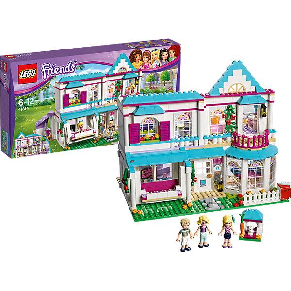 LEGO Friends 41314: Дом СтефаниПластмассовые конструкторы<br>LEGO Friends 41314: Дом Стефани<br><br>Характеристики:<br><br>- в набор входит: детали дома, фигурки Стефани, Джеймса и Алисии, аксессуары, красочная инструкция<br>- состав: пластик<br>- количество деталей: 622<br>- размер дома Стефани: 27 * 22 * 25 см.<br>- размер кроличьей норы: 3 * 3 * 3 см.<br>- для детей в возрасте: от 6 до 12 лет<br>- Страна производитель: Дания/Китай/Чехия<br><br>Легендарный конструктор LEGO (ЛЕГО) представляет серию «Friends» (Друзья) в которую входят наборы конструкторов интересных не только в строительстве, но и в игре. <br><br>Серия разработана с учетом различных повседневных ситуаций и мест. Этот большой и красивый дом родителей Стефани - Джеймса и Алисии, притягивает внимание всех соседей! Двухэтажное здание с пятью комнатами и коридором так же оснащено уникальной отделкой окон, симпатичным балкончиком и большими двигающимися качелями. По периметру дома растут растения, на углу газона стоит почтовый ящик. Стефани любит проводить время на кухне, где располагается обеденный стол, плита с открывающейся духовкой, раковина с краном и большие окна с рисунками. Все необходимые аксессуары включены, а над плитой расположена вытяжка. Папа Стефани любит проводить время в гостиной, смотреть теннис по телевизору и пылесосить. Лиловые ступени ведут на второй этаж. В комнате Стефани есть дверь на балкон, красивый туалетный столик, удобная кровать с пологом. Любимый питомец – кролик, тоже имеет свою норку под стиль дома. На втором этаже также расположена ванная комната и кабинет. В кабинете стоит вращающееся кресло, яркий салатовый стол и ноутбук, мама любит работать в этом кабинете. <br><br>Фигурки жителей дома выполнены очень качественно, они могут двигать головой, руками, торсом и принимать сидячее положение. Все фигурки обладают рельефными волосами и выступающими складками на одежде, что делает их еще реалистичнее. <br><br>Играя с конструктором ребенок развивает моторику рук, воображение 