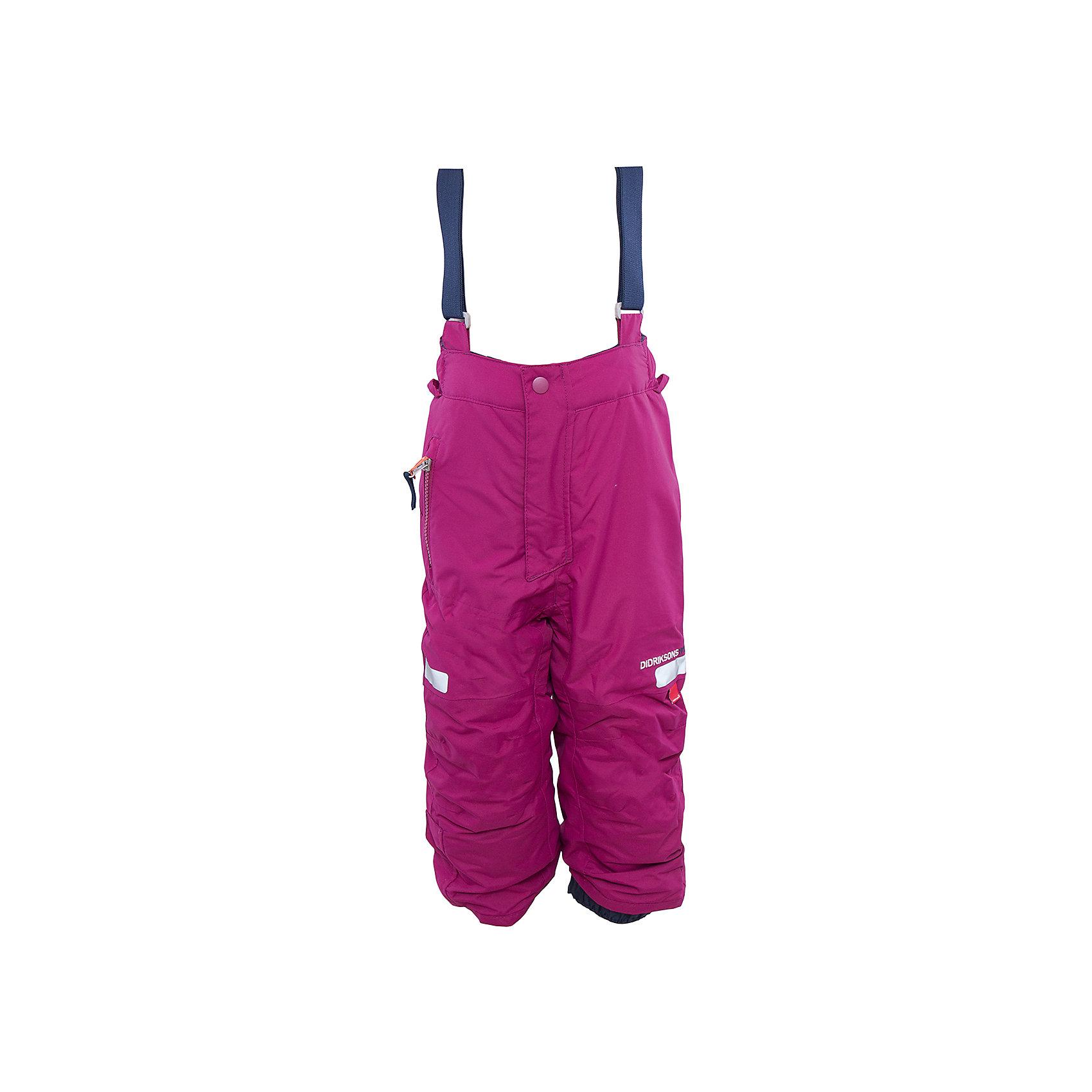 Брюки Amitola для девочки DIDRIKSONSВерхняя одежда<br>Характеристики товара:<br><br>• цвет: фиолетовый<br>• материал: 100% полиамид, подкладка 100% полиэстер<br>• утеплитель: 120 г/м<br>• сезон: зима<br>• температурный режим от +5 до -20С<br>• непромокаемая и непродуваемая мембранная ткань<br>• резинки для ботинок<br>• дополнительная пропитка верха<br>• прокленные швы<br>• талия и низ штанин регулируется<br>• внутренние гетры<br>• ширинка на молнии<br>• фиксированные лямки<br>• светоотражающие детали<br>• можно увеличить длину штанин на один размер <br>• страна бренда: Швеция<br>• страна производства: Китай<br><br>Такие брюки незаменимы в холодную и сырую погоду! Это не только стильно, но еще и очень комфортно, а также тепло. Они обеспечат ребенку удобство при прогулках и активном отдыхе зимой. Брюки от шведского производителя легко трансформируются под рост ребенка и погодные условия.<br>Модель сшита из мембранной ткани, которая позволяет телу дышать, но при этом не промокает и не продувается. Очень стильная и удобная модель! Изделие качественно выполнено, сделано из безопасных для детей материалов. <br><br>Брюки для девочки от бренда DIDRIKSONS можно купить в нашем интернет-магазине.<br><br>Ширина мм: 215<br>Глубина мм: 88<br>Высота мм: 191<br>Вес г: 336<br>Цвет: фиолетовый<br>Возраст от месяцев: 18<br>Возраст до месяцев: 24<br>Пол: Женский<br>Возраст: Детский<br>Размер: 90,120,130<br>SKU: 5003877