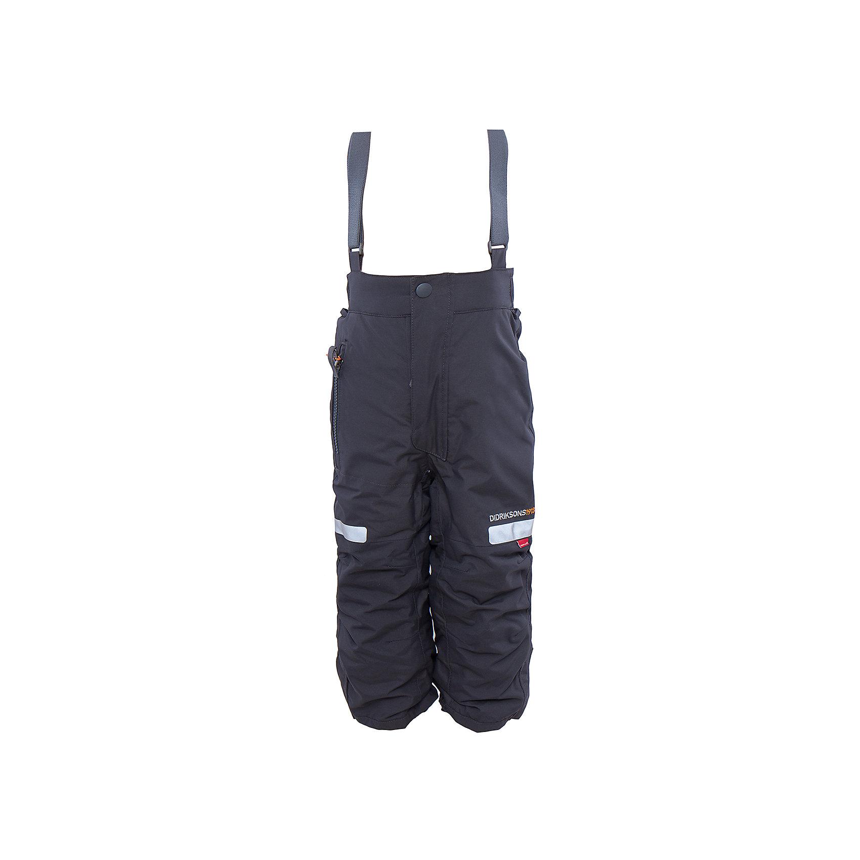 Брюки Amitola DIDRIKSONSВерхняя одежда<br>Характеристики товара:<br><br>• цвет: черный<br>• материал: 100% полиамид, подкладка 100% полиэстер<br>• утеплитель: 120 г/м<br>• сезон: зима<br>• температурный режим от +5 до -20С<br>• непромокаемая и непродуваемая мембранная ткань<br>• резинки для ботинок<br>• дополнительная пропитка верха<br>• прокленные швы<br>• талия и низ штанин регулируется<br>• внутренние гетры<br>• ширинка на молнии<br>• фиксированные лямки<br>• светоотражающие детали<br>• можно увеличить длину штанин на один размер <br>• страна бренда: Швеция<br>• страна производства: Китай<br><br>Такие брюки незаменимы в холодную и сырую погоду! Это не только стильно, но еще и очень комфортно, а также тепло. Они обеспечат ребенку удобство при прогулках и активном отдыхе зимой. Брюки от шведского производителя легко трансформируются под рост ребенка и погодные условия.<br>Модель сшита из мембранной ткани, которая позволяет телу дышать, но при этом не промокает и не продувается. Очень стильная и удобная модель! Изделие качественно выполнено, сделано из безопасных для детей материалов. <br><br>Брюки от бренда DIDRIKSONS можно купить в нашем интернет-магазине.<br><br>Ширина мм: 215<br>Глубина мм: 88<br>Высота мм: 191<br>Вес г: 336<br>Цвет: черный<br>Возраст от месяцев: 36<br>Возраст до месяцев: 48<br>Пол: Мужской<br>Возраст: Детский<br>Размер: 100,80,90<br>SKU: 5003879