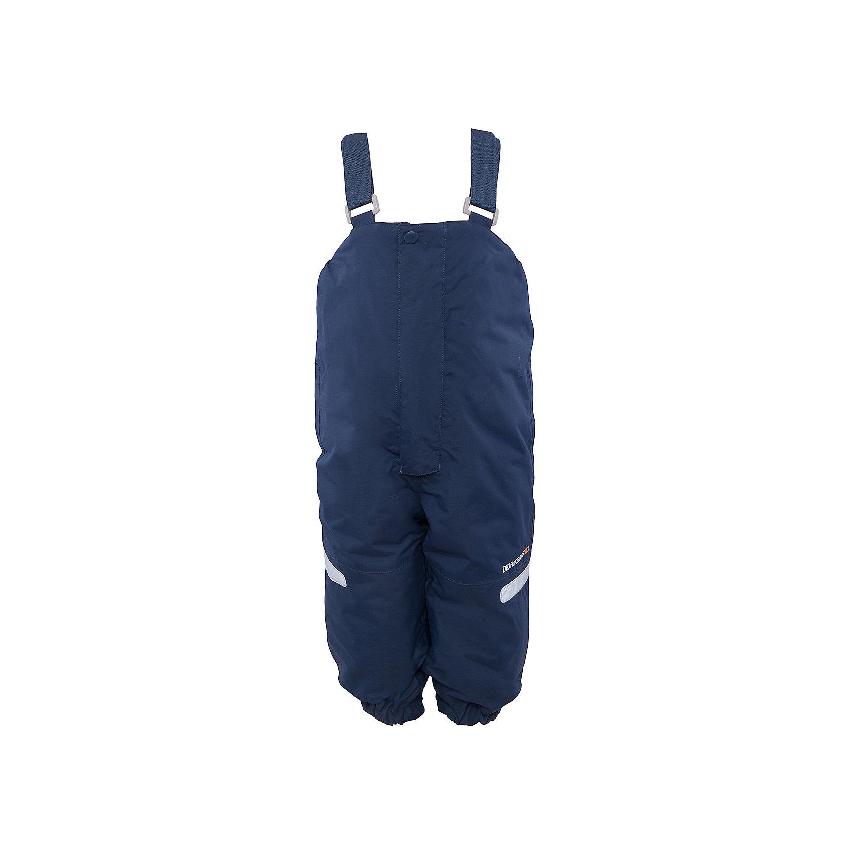 Брюки Ayasha для мальчика DIDRIKSONSВерхняя одежда<br>Характеристики товара:<br><br>• цвет: голубой<br>• материал: 100% полиамид, подкладка 100% полиэстер<br>• утеплитель: 120 г/м<br>• сезон: зима<br>• температурный режим от +5 до -20С<br>• непромокаемая и непродуваемая мембранная ткань<br>• дополнительная пропитка верха<br>• прокленные швы<br>• талия и низ штанин регулируется<br>• внутренние гетры<br>• ширинка на молнии<br>• светоотражающие детали<br>• можно увеличить длину штанин на один размер <br>• страна бренда: Швеция<br>• страна производства: Китай<br><br>Такие брюки незаменимы в холодную и сырую погоду! Это не только стильно, но еще и очень комфортно, а также тепло. Они обеспечат ребенку удобство при прогулках и активном отдыхе зимой. Брюки от шведского производителя легко трансформируются под рост ребенка и погодные условия.<br>Модель сшита из мембранной ткани, которая позволяет телу дышать, но при этом не промокает и не продувается. Очень стильная и удобная модель! Изделие качественно выполнено, сделано из безопасных для детей материалов. <br><br>Брюки для мальчика от бренда DIDRIKSONS можно купить в нашем интернет-магазине.<br><br>Ширина мм: 215<br>Глубина мм: 88<br>Высота мм: 191<br>Вес г: 336<br>Цвет: голубой<br>Возраст от месяцев: 12<br>Возраст до месяцев: 15<br>Пол: Мужской<br>Возраст: Детский<br>Размер: 100,80,110,120<br>SKU: 5003883