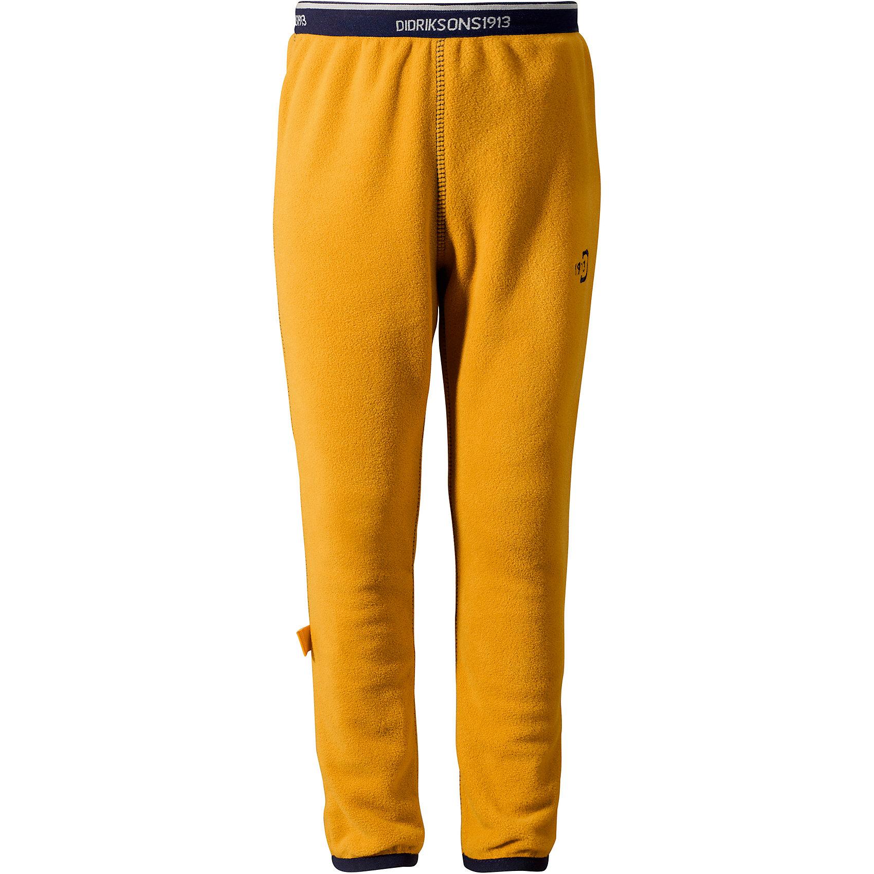 Брюки флисовые Monte Kids DIDRIKSONSФлис и термобелье<br>Характеристики товара:<br><br>• цвет: оранжевый<br>• материал: 100% полиэстер<br>• флис<br>• резинка на поясе<br>• можно надевать под одежду<br>• страна бренда: Швеция<br>• страна производства: Китай<br><br>Такие мягкие брюки сейчас очень популярны у детей! Это не только стильно, но еще и очень комфортно, а также тепло. Качественные флисовые брюки обеспечат ребенку удобство при прогулках и активном отдыхе в прохладные дне, в межсезонье или зимой. Такая модель от шведского производителя легко стирается, подходит под разные погодные условия.<br>Модель сшита из качественной мягкой ткани, которая позволяет телу дышать, она очень приятна на ощупь. Очень стильная и удобная модель! Изделие качественно выполнено, сделано из безопасных для детей материалов. <br><br>Брюки от бренда DIDRIKSONS можно купить в нашем интернет-магазине.<br><br>Ширина мм: 215<br>Глубина мм: 88<br>Высота мм: 191<br>Вес г: 336<br>Цвет: оранжевый<br>Возраст от месяцев: 12<br>Возраст до месяцев: 15<br>Пол: Унисекс<br>Возраст: Детский<br>Размер: 80,120,110,100,90<br>SKU: 5003923