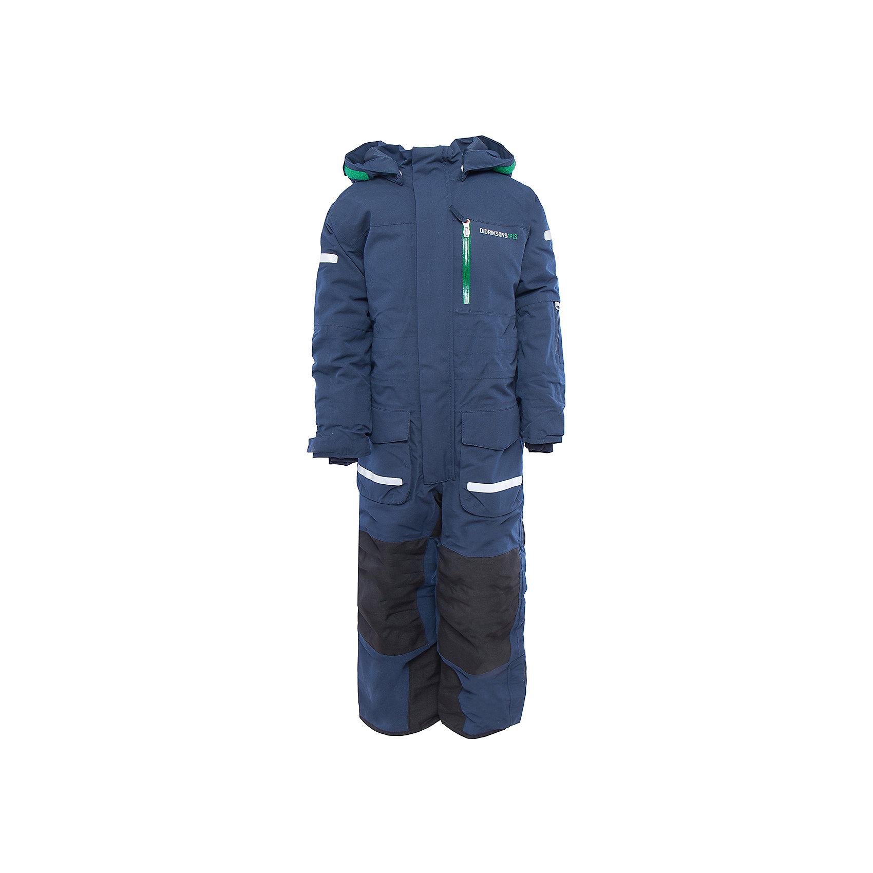 Комбинезон Lopme DIDRIKSONSВерхняя одежда<br>Характеристики товара:<br><br>• цвет: голубой<br>• материал: 100% полиамид, подкладка 100% полиэстер<br>• утеплитель: 140 г/м<br>• сезон: зима<br>• температурный режим от +5 до -15С<br>• непромокаемая и непродуваемая мембранная ткань<br>• резинки для ботинок<br>• дополнительная пропитка верха<br>• прокленные швы<br>• регулируемый съемный капюшон<br>• талия, манжеты и ширина брючины регулируется<br>• внутренние гетры<br>• внутренние трикотажные манжеты<br>• фронтальная молния под планкой<br>• светоотражающие детали<br>• можно увеличить длину рукавов и штанин на один размер <br>• страна бренда: Швеция<br>• страна производства: Китай<br><br>Такой комбинезон незаменим зимой! Это не только стильно, но еще и очень комфортно, а также тепло. Он обеспечит ребенку удобство при прогулках и активном отдыхе зимой. Комбинезон от шведского производителя легко трансформируется под рост ребенка и погодные условия.<br>Модель сшита из мембранной ткани, которая позволяет телу дышать, но при этом не промокает и не продувается. Очень стильная и удобная модель! Изделие качественно выполнено, сделано из безопасных для детей материалов. <br><br>Комбинезон от бренда DIDRIKSONS можно купить в нашем интернет-магазине.<br><br>Ширина мм: 356<br>Глубина мм: 10<br>Высота мм: 245<br>Вес г: 519<br>Цвет: голубой<br>Возраст от месяцев: 48<br>Возраст до месяцев: 60<br>Пол: Мужской<br>Возраст: Детский<br>Размер: 110,100,120,130,90,80<br>SKU: 5003935