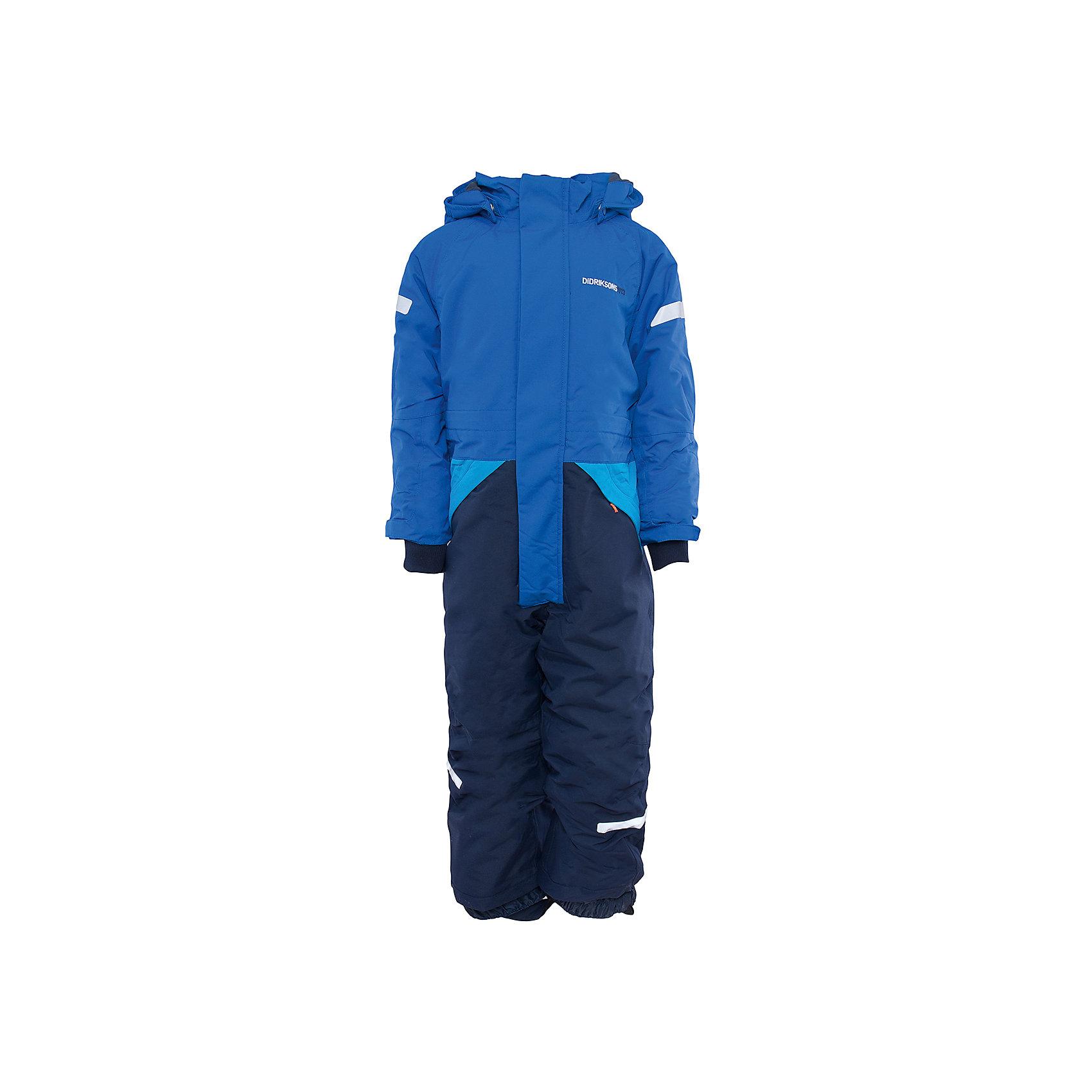 Комбинезон Tjarve для мальчика DIDRIKSONSВерхняя одежда<br>Характеристики товара:<br><br>• цвет: синий<br>• материал: 100% полиамид, подкладка 100% полиэстер<br>• утеплитель: 140 г/м<br>• сезон: зима<br>• температурный режим от +5 до -15С<br>• непромокаемая и непродуваемая мембранная ткань<br>• резинки для ботинок<br>• дополнительная пропитка верха<br>• прокленные швы<br>• регулируемый съемный капюшон<br>• талия, манжеты и ширина брючины регулируется<br>• внутренние гетры<br>• внутренние трикотажные манжеты<br>• фронтальная молния под планкой<br>• светоотражающие детали<br>• можно увеличить длину рукавов и штанин на один размер <br>• страна бренда: Швеция<br>• страна производства: Китай<br><br>Такой комбинезон незаменим зимой! Это не только стильно, но еще и очень комфортно, а также тепло. Он обеспечит ребенку удобство при прогулках и активном отдыхе зимой. Комбинезон от шведского производителя легко трансформируется под рост ребенка и погодные условия.<br>Модель сшита из мембранной ткани, которая позволяет телу дышать, но при этом не промокает и не продувается. Очень стильная и удобная модель! Изделие качественно выполнено, сделано из безопасных для детей материалов. <br><br>Комбинезон для мальчика от бренда DIDRIKSONS можно купить в нашем интернет-магазине.<br><br>Ширина мм: 356<br>Глубина мм: 10<br>Высота мм: 245<br>Вес г: 519<br>Цвет: синий<br>Возраст от месяцев: 12<br>Возраст до месяцев: 15<br>Пол: Мужской<br>Возраст: Детский<br>Размер: 80,110,100,120,130,90<br>SKU: 5003942