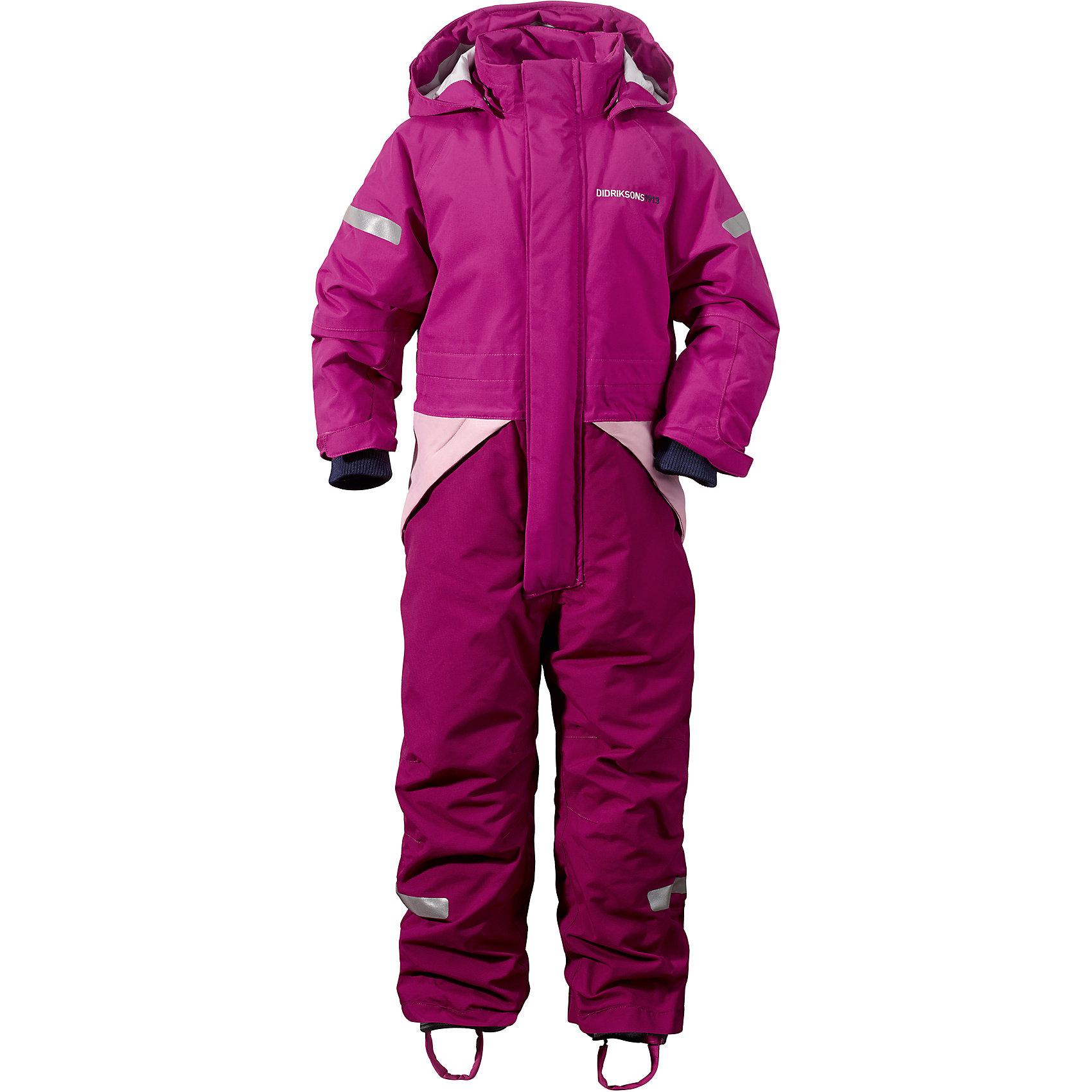 Комбинезон Tjarve для девочки DIDRIKSONSВерхняя одежда<br>Характеристики товара:<br><br>• цвет: фиолетовый<br>• материал: 100% полиамид, подкладка 100% полиэстер<br>• утеплитель: 140 г/м<br>• сезон: зима<br>• температурный режим от +5 до -20С<br>• непромокаемая и непродуваемая мембранная ткань<br>• резинки для ботинок<br>• дополнительная пропитка верха<br>• прокленные швы<br>• регулируемый съемный капюшон<br>• талия, манжеты и ширина брючины регулируется<br>• внутренние гетры<br>• внутренние трикотажные манжеты<br>• фронтальная молния под планкой<br>• светоотражающие детали<br>• можно увеличить длину рукавов и штанин на один размер <br>• страна бренда: Швеция<br>• страна производства: Китай<br><br>Такой комбинезон незаменим зимой! Это не только стильно, но еще и очень комфортно, а также тепло. Он обеспечит ребенку удобство при прогулках и активном отдыхе зимой. Комбинезон от шведского производителя легко трансформируется под рост ребенка и погодные условия.<br>Модель сшита из мембранной ткани, которая позволяет телу дышать, но при этом не промокает и не продувается. Очень стильная и удобная модель! Изделие качественно выполнено, сделано из безопасных для детей материалов. <br><br>Комбинезон для девочки от бренда DIDRIKSONS можно купить в нашем интернет-магазине.<br><br>Ширина мм: 356<br>Глубина мм: 10<br>Высота мм: 245<br>Вес г: 519<br>Цвет: фиолетовый<br>Возраст от месяцев: 12<br>Возраст до месяцев: 15<br>Пол: Женский<br>Возраст: Детский<br>Размер: 80,140,120,110,100,90<br>SKU: 5003949