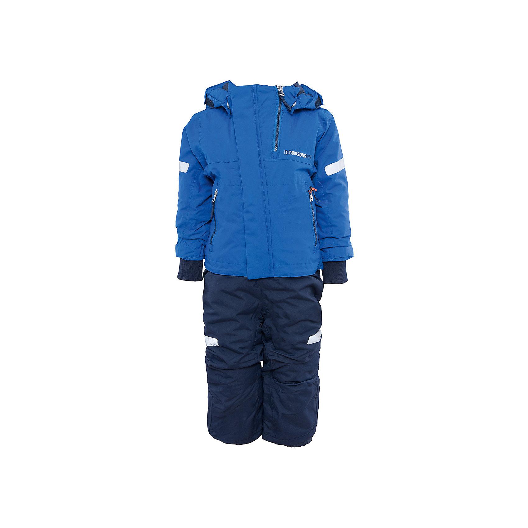 Комбинезон Rasne для мальчика DIDRIKSONSВерхняя одежда<br>Характеристики товара:<br><br>• цвет: синий<br>• материал: 100% полиамид, подкладка 100% полиэстер<br>• утеплитель: 140 г/м<br>• сезон: зима<br>• температурный режим от +5 до -20С<br>• непромокаемая и непродуваемая мембранная ткань<br>• резинки для ботинок<br>• дополнительная пропитка верха<br>• прокленные швы<br>• регулируемый съемный капюшон<br>• талия, манжеты и ширина брючины регулируется<br>• внутренние гетры<br>• внутренние трикотажные манжеты<br>• фронтальная молния под планкой<br>• светоотражающие детали<br>• можно увеличить длину рукавов и штанин на один размер <br>• страна бренда: Швеция<br>• страна производства: Китай<br><br>Такой комбинезон незаменим зимой! Это не только стильно, но еще и очень комфортно, а также тепло. Он обеспечит ребенку удобство при прогулках и активном отдыхе зимой. Комбинезон от шведского производителя легко трансформируется под рост ребенка и погодные условия.<br>Модель сшита из мембранной ткани, которая позволяет телу дышать, но при этом не промокает и не продувается. Очень стильная и удобная модель! Изделие качественно выполнено, сделано из безопасных для детей материалов. <br><br>Комбинезон для мальчика от бренда DIDRIKSONS можно купить в нашем интернет-магазине.<br><br>Ширина мм: 356<br>Глубина мм: 10<br>Высота мм: 245<br>Вес г: 519<br>Цвет: синий<br>Возраст от месяцев: 12<br>Возраст до месяцев: 15<br>Пол: Мужской<br>Возраст: Детский<br>Размер: 80,120,90,100,110<br>SKU: 5003956