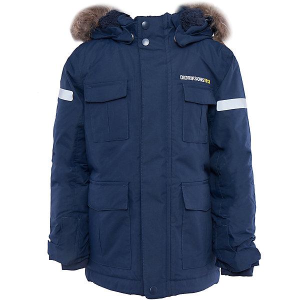 Куртка-парка Nokosi DIDRIKSONSВерхняя одежда<br>Характеристики товара:<br><br>• цвет: синий<br>• материал: 100% полиамид, подкладка 100% полиэстер<br>• утеплитель: 160 г/м<br>• сезон: зима<br>• температурный режим от +5 до -20С<br>• непромокаемая и непродуваемая мембранная ткань<br>• на спине подкладка из искусственного меха<br>• дополнительная пропитка верха<br>• прокленные швы<br>• регулируемый съемный капюшон<br>• ширина рукавов регулируется<br>• съемный мех на капюшоне<br>• внутренние трикотажные манжеты<br>• фронтальная молния под планкой<br>• светоотражающие детали<br>• можно увеличить длину рукавов на один размер <br>• страна бренда: Швеция<br>• страна производства: Бангладеш<br><br>Куртки парки сейчас на пике молодежной моды! Это не только стильно, но еще и очень комфортно, а также тепло. Эта качественная парка обеспечит ребенку удобство при прогулках и активном отдыхе зимой. Такая модель от шведского производителя легко трансформируется под рост ребенка и погодные условия.<br>Парка сшита из мембранной ткани, которая позволяет телу дышать, но при этом не промокает и не продувается. Очень стильная и удобная модель! Изделие качественно выполнено, сделано из безопасных для детей материалов. <br><br>Куртку от бренда DIDRIKSONS можно купить в нашем интернет-магазине.<br><br>Ширина мм: 356<br>Глубина мм: 10<br>Высота мм: 245<br>Вес г: 519<br>Цвет: голубой<br>Возраст от месяцев: 12<br>Возраст до месяцев: 15<br>Пол: Мужской<br>Возраст: Детский<br>Размер: 80,120,90,100,110<br>SKU: 5003968