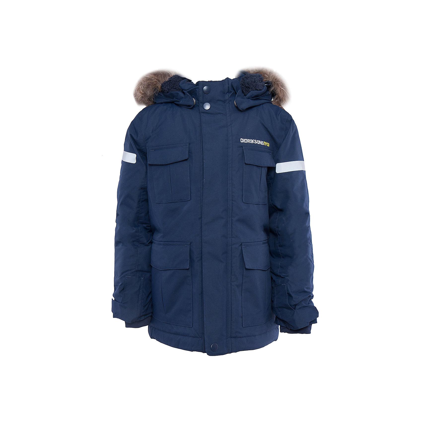 Куртка-парка Nokosi DIDRIKSONSВерхняя одежда<br>Характеристики товара:<br><br>• цвет: синий<br>• материал: 100% полиамид, подкладка 100% полиэстер<br>• утеплитель: 160 г/м<br>• сезон: зима<br>• температурный режим от +5 до -20С<br>• непромокаемая и непродуваемая мембранная ткань<br>• на спине подкладка из искусственного меха<br>• дополнительная пропитка верха<br>• прокленные швы<br>• регулируемый съемный капюшон<br>• ширина рукавов регулируется<br>• съемный мех на капюшоне<br>• внутренние трикотажные манжеты<br>• фронтальная молния под планкой<br>• светоотражающие детали<br>• можно увеличить длину рукавов на один размер <br>• страна бренда: Швеция<br>• страна производства: Бангладеш<br><br>Куртки парки сейчас на пике молодежной моды! Это не только стильно, но еще и очень комфортно, а также тепло. Эта качественная парка обеспечит ребенку удобство при прогулках и активном отдыхе зимой. Такая модель от шведского производителя легко трансформируется под рост ребенка и погодные условия.<br>Парка сшита из мембранной ткани, которая позволяет телу дышать, но при этом не промокает и не продувается. Очень стильная и удобная модель! Изделие качественно выполнено, сделано из безопасных для детей материалов. <br><br>Куртку от бренда DIDRIKSONS можно купить в нашем интернет-магазине.<br><br>Ширина мм: 356<br>Глубина мм: 10<br>Высота мм: 245<br>Вес г: 519<br>Цвет: голубой<br>Возраст от месяцев: 12<br>Возраст до месяцев: 15<br>Пол: Мужской<br>Возраст: Детский<br>Размер: 120,90,100,110,80<br>SKU: 5003968